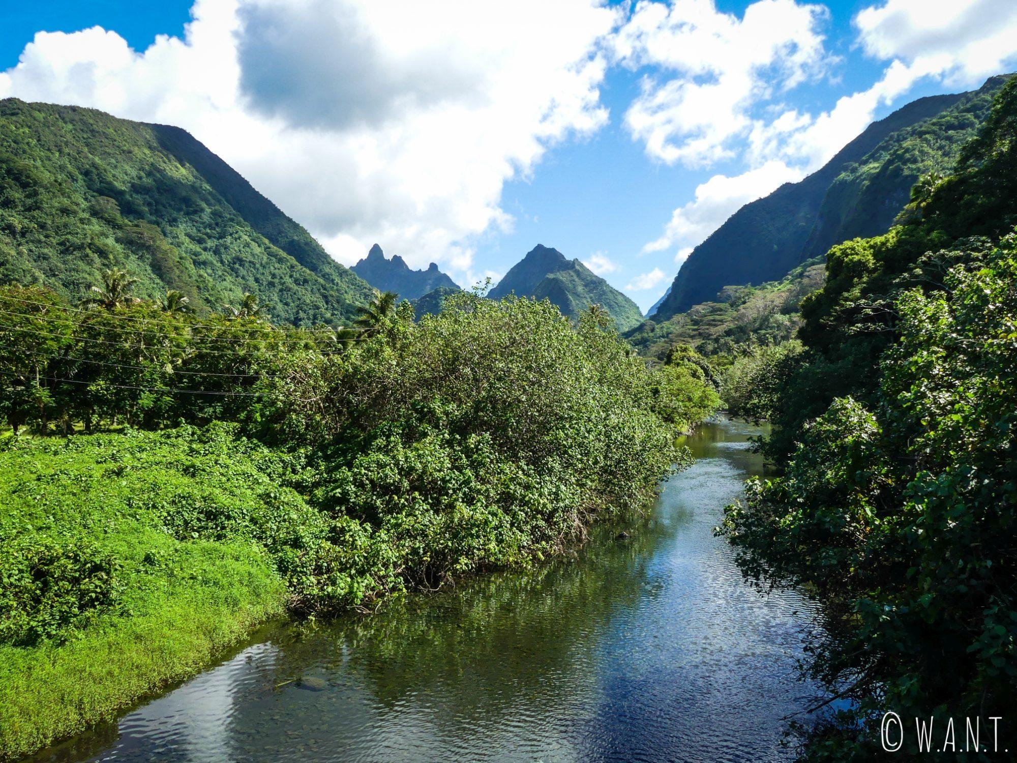 Paysage sur la route de Tautira sur l'île de Tahiti