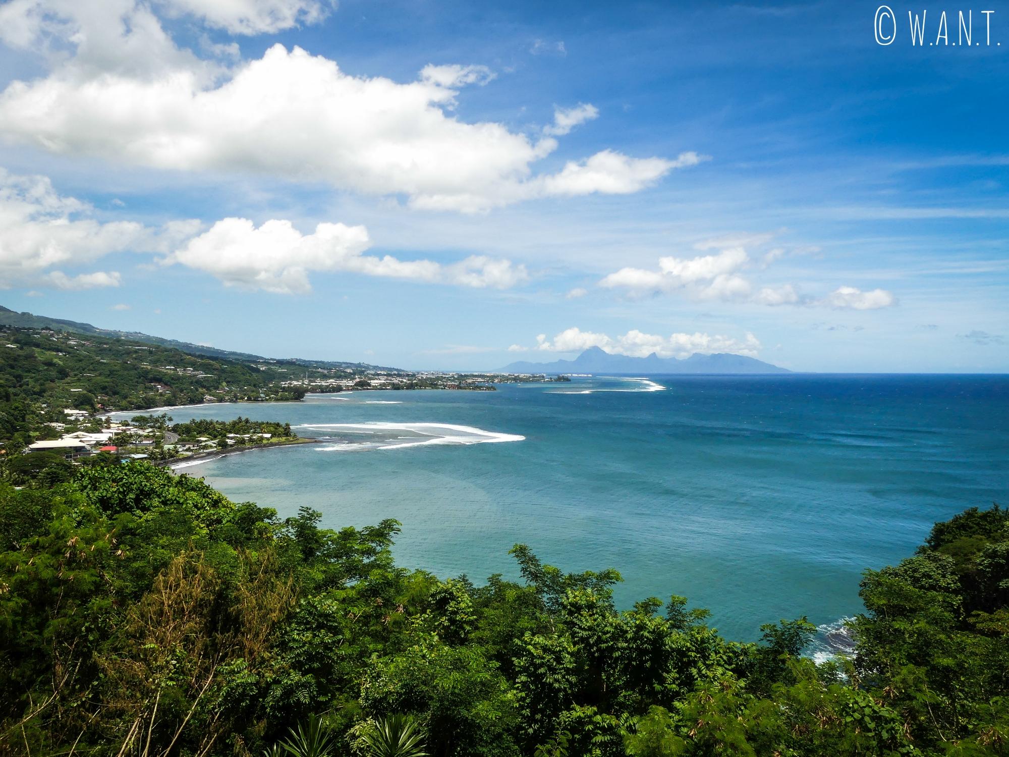 Point de vue depuis le col de Tahara'a sur l'île de Tahiti