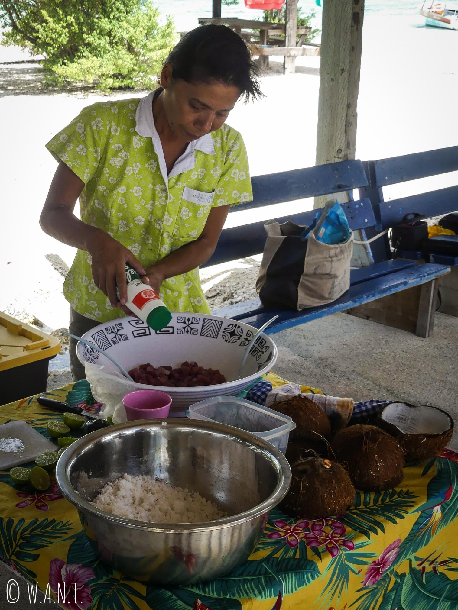 Préparation du poisson à la tahitienne