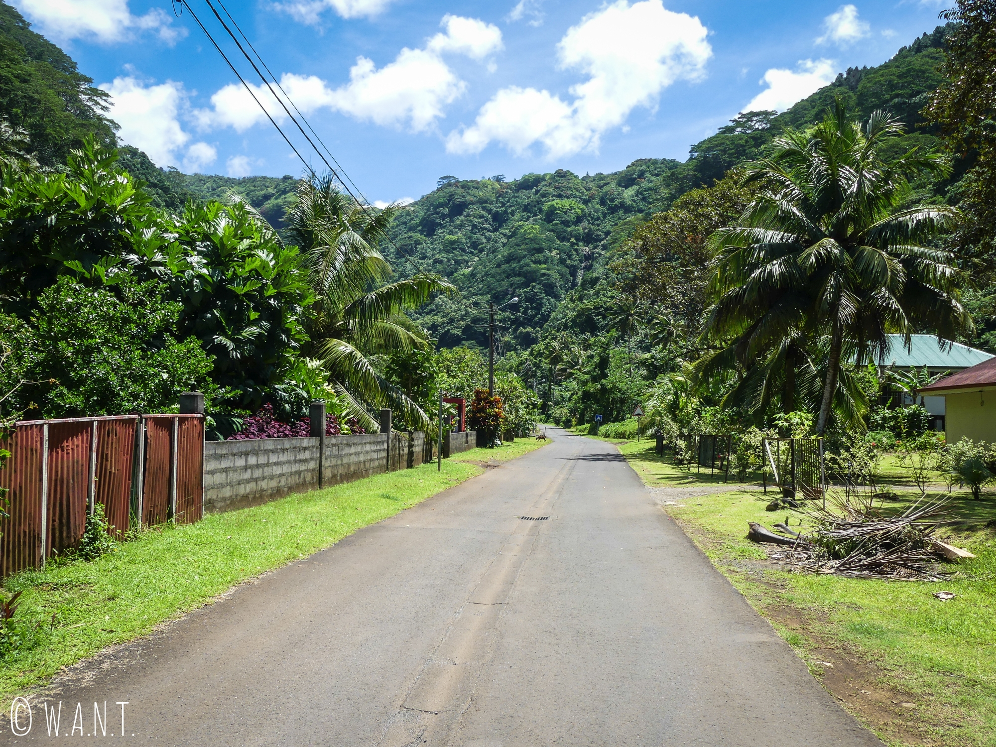 Route déserte du nord de Tahiti