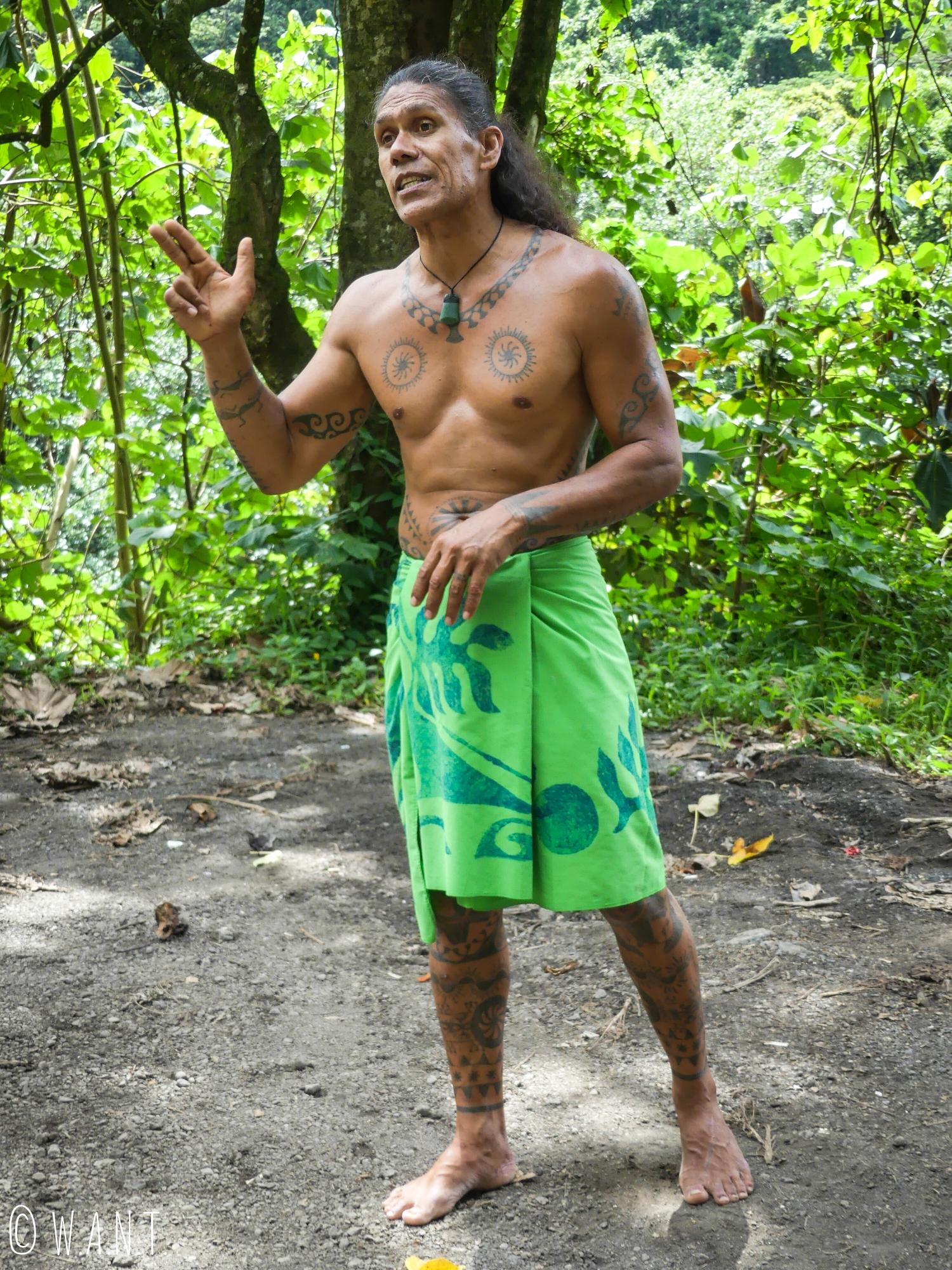 Teuai, notre guide à travers la vallée de la Papenoo sur l'île de Tahiti