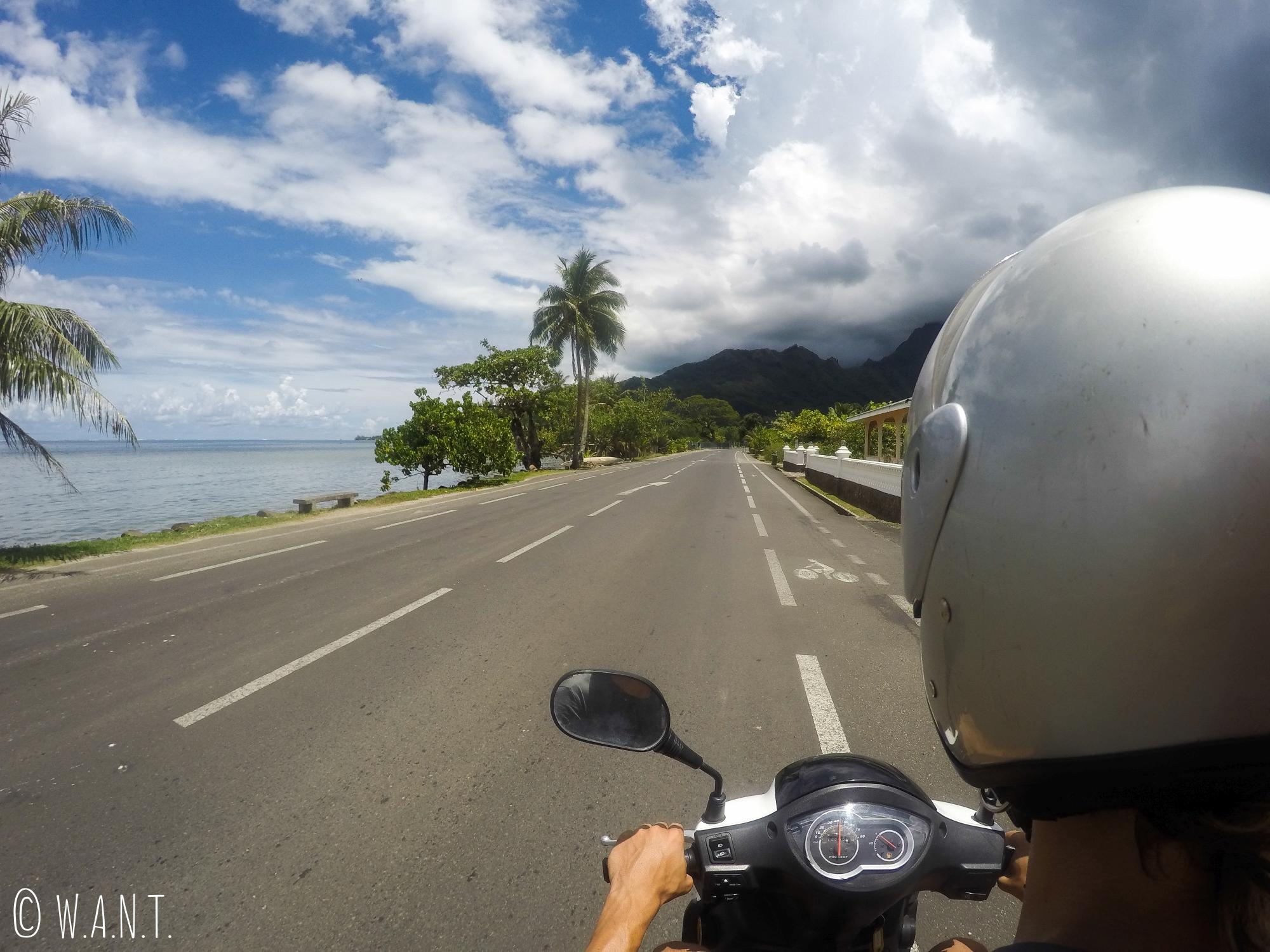 Une seule route pour faire le tour de l'île de Moorea