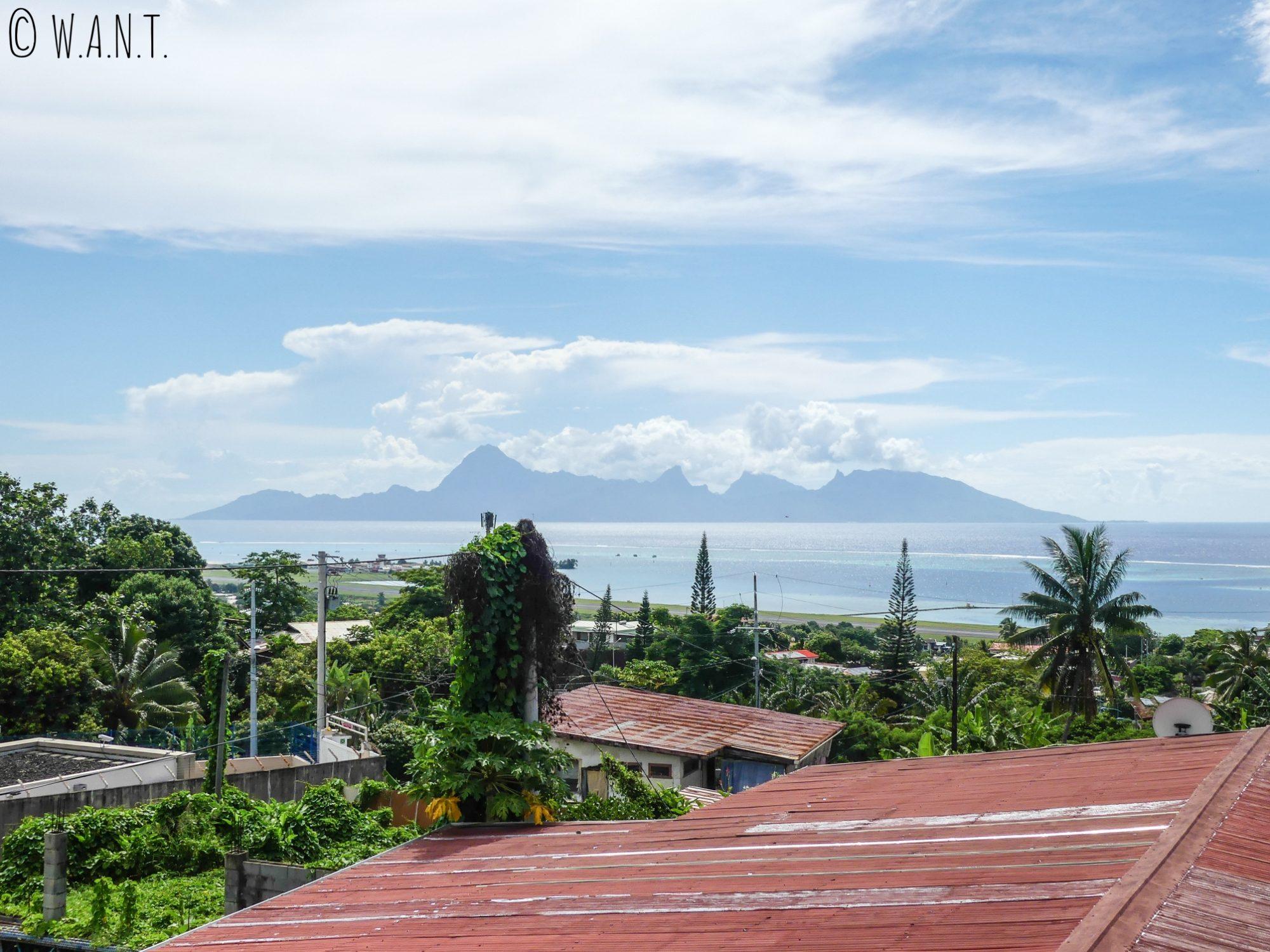 Vue sur Moorea depuis la chambre de notre AirBnB à Tahiti