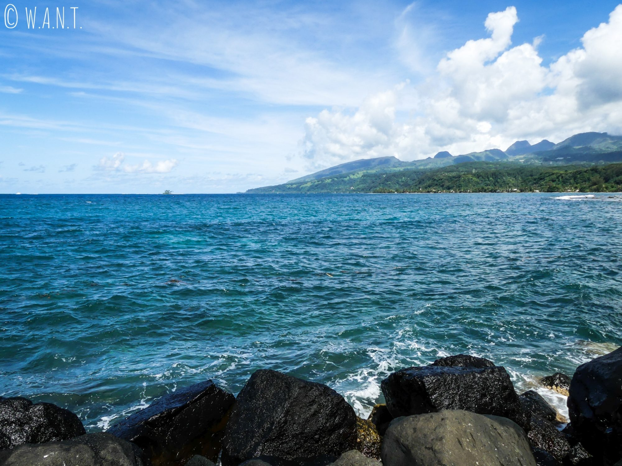 Vue sur la presqu'île Tahiti Iti depuis Taravao