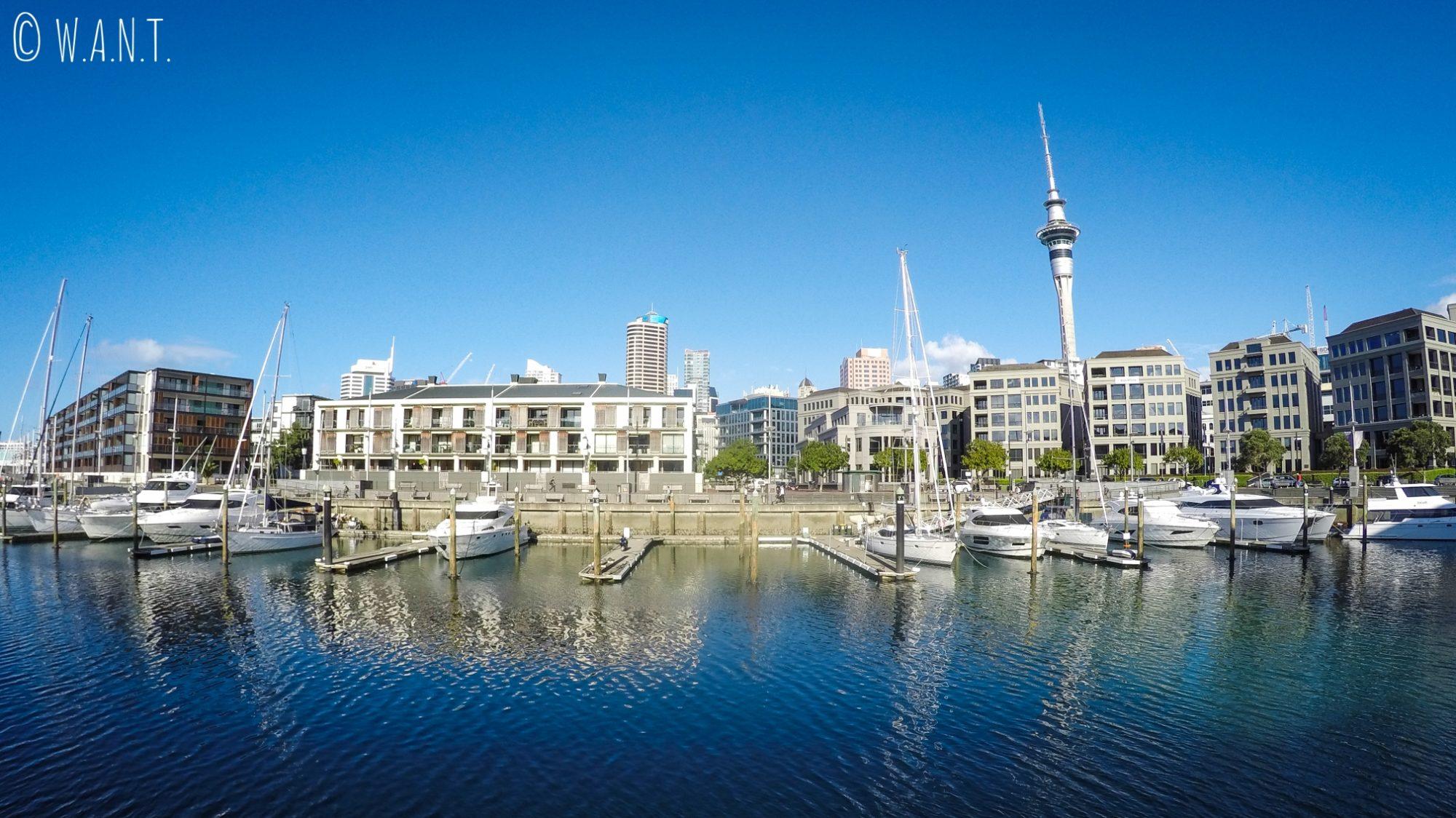 Vue panoramique sur les quais d'Auckland