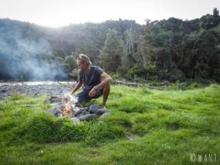 Challenge relevé pour Benjamin qui nous a préparé un feu en Nouvelle-Zélande