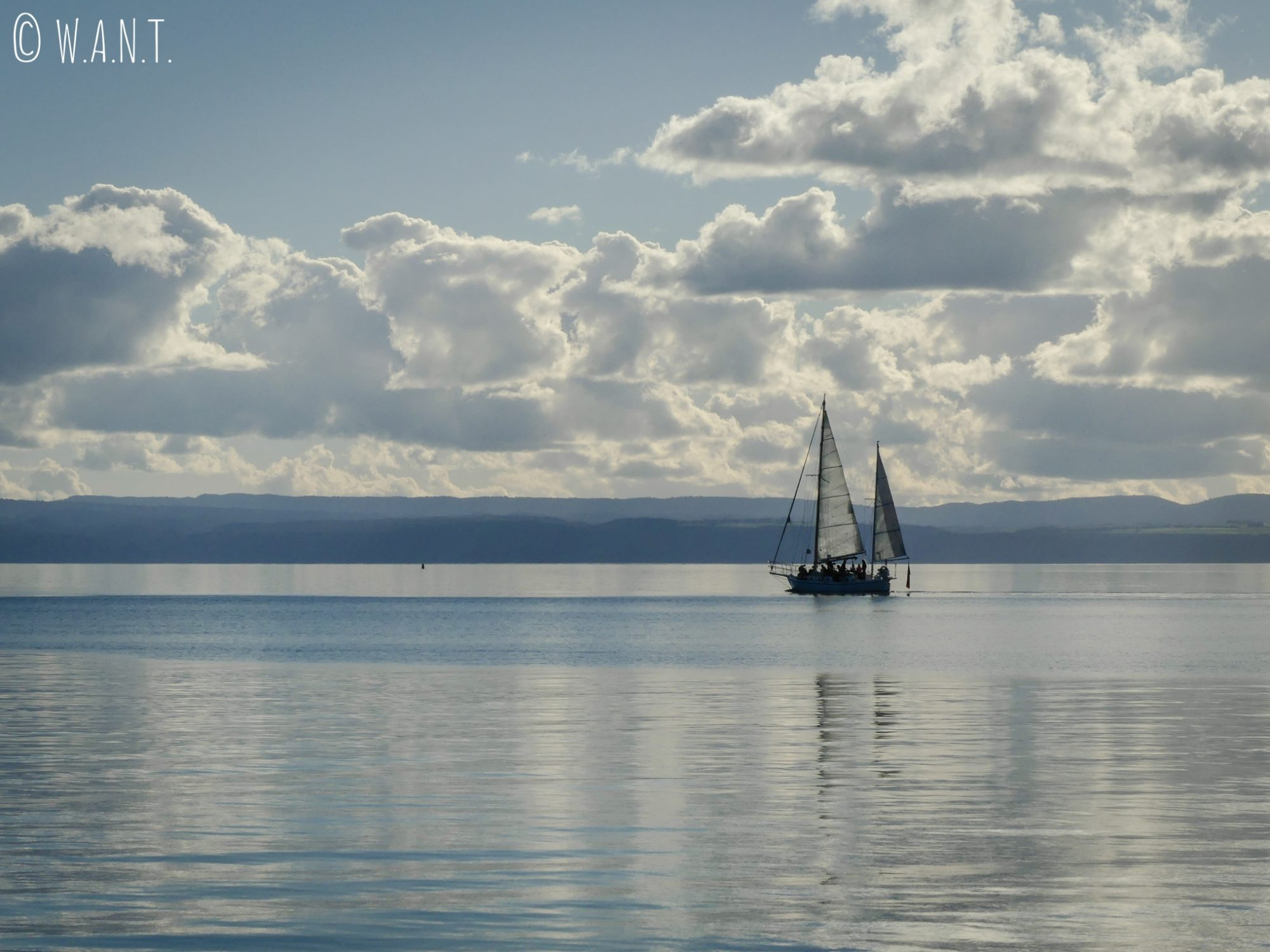 Les compagnies sont nombreuses à proposer des sorties sur le lac Taupo en Nouvelle-Zélande
