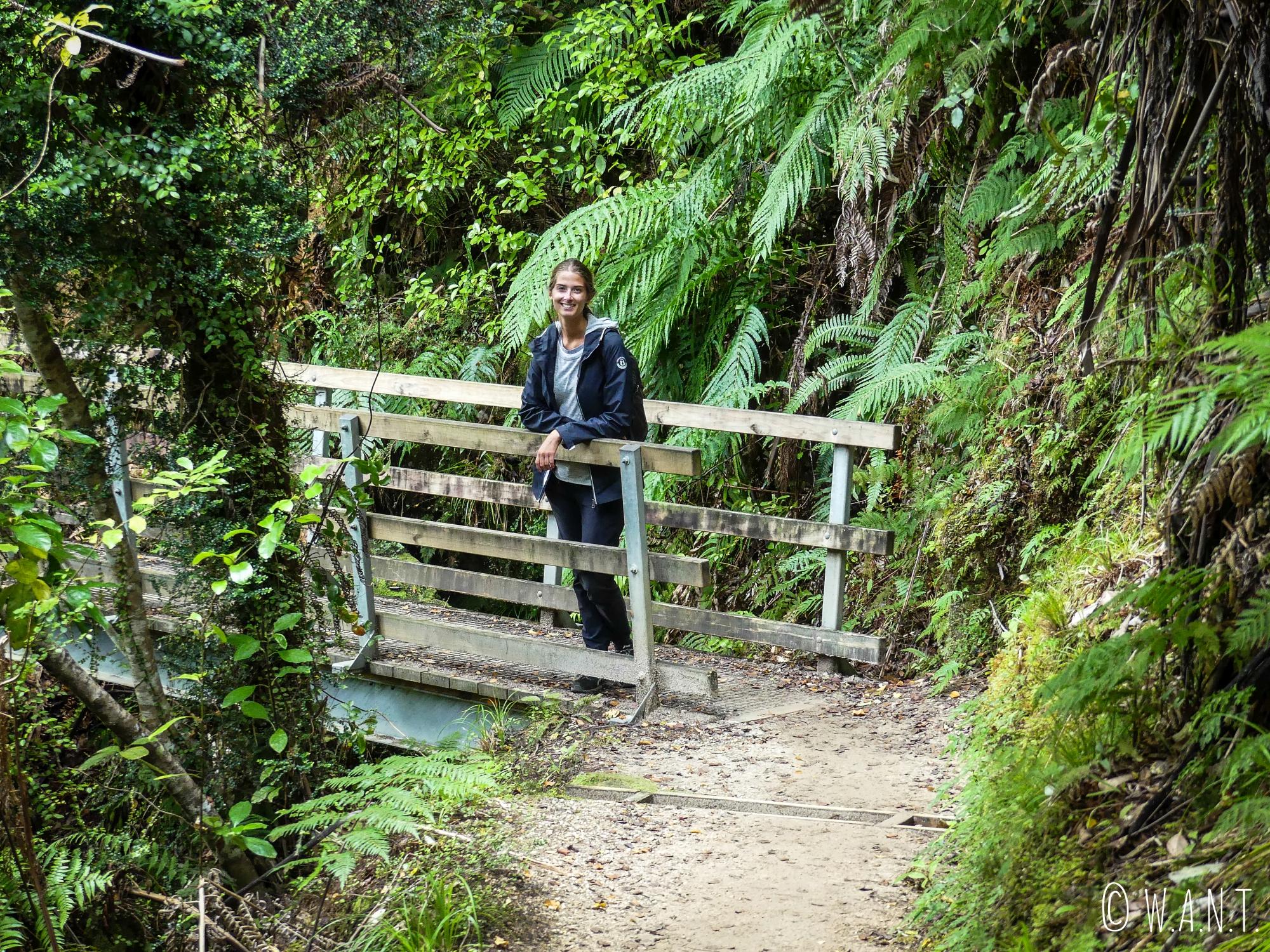 Marion sur la randonnée Abel Tasman Coast Track en Nouvelle-Zélande