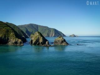 Paysage sublime à l'arrivée en ferry sur l'île du sud de la Nouvelle-Zélande