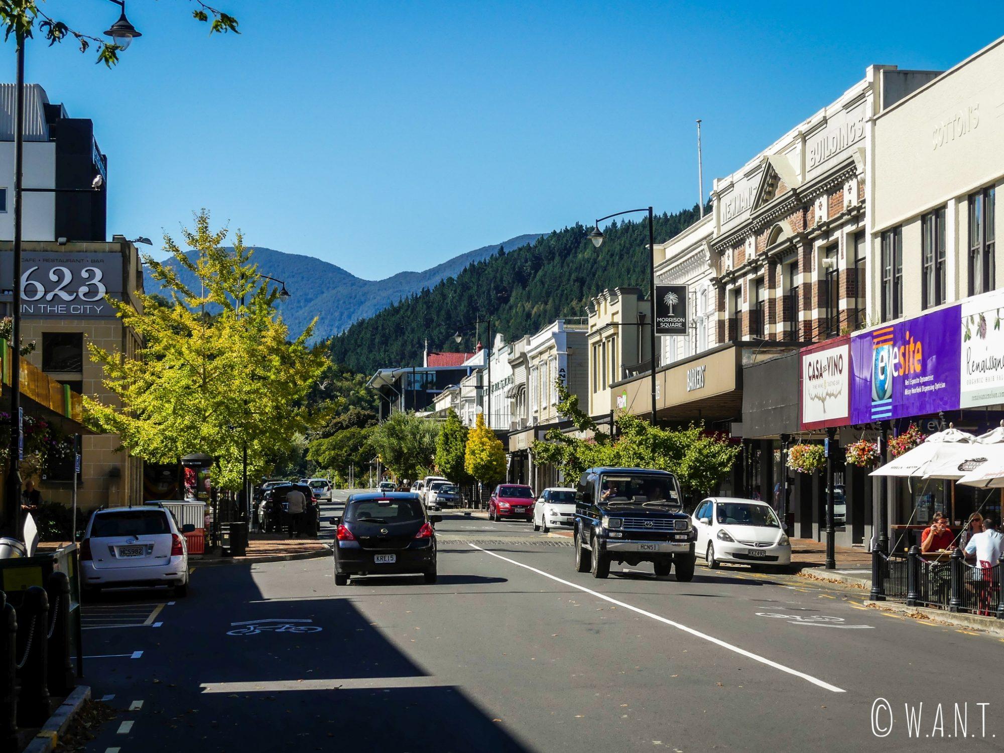 Promenade dans les rues de Nelson sur l'île du sud de la Nouvelle-Zélande