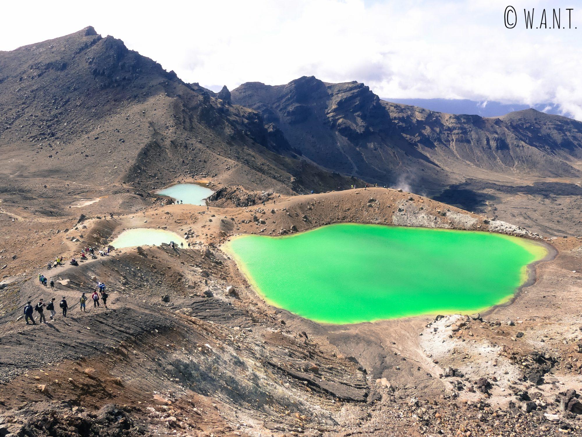 Vue sur les Emerald Lakes au cours de la randonnée « Tongariro Alpine Crossing » en Nouvelle-Zélande