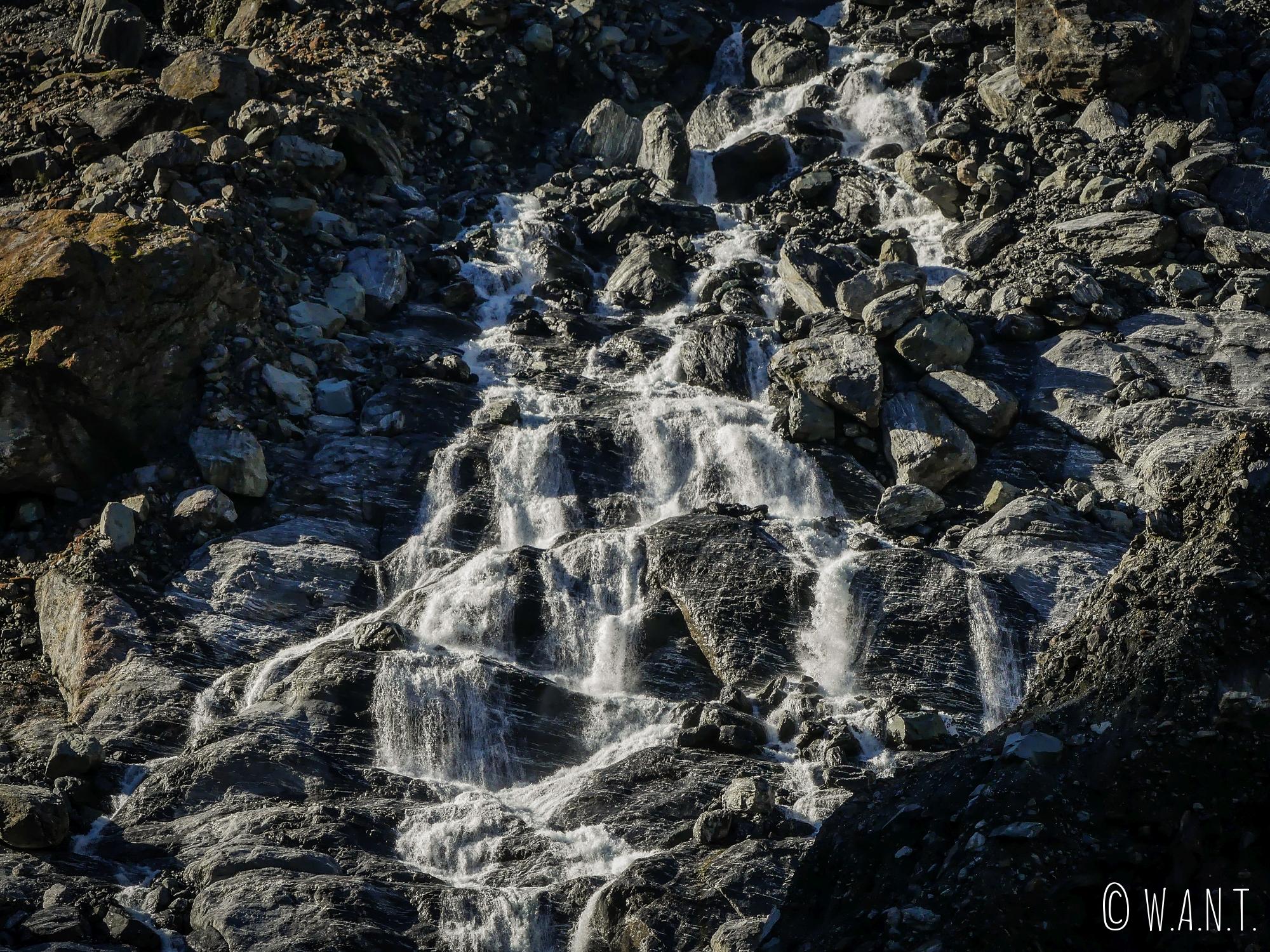Cours d'eau traversé durant la randonnée menant au Fox Glacier en Nouvelle-Zélande