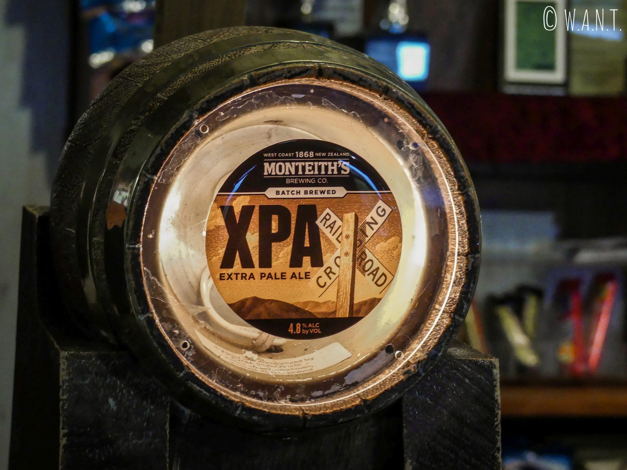 Dégustation de XPA Monteith dans un bar de Wesport en Nouvelle-Zélande