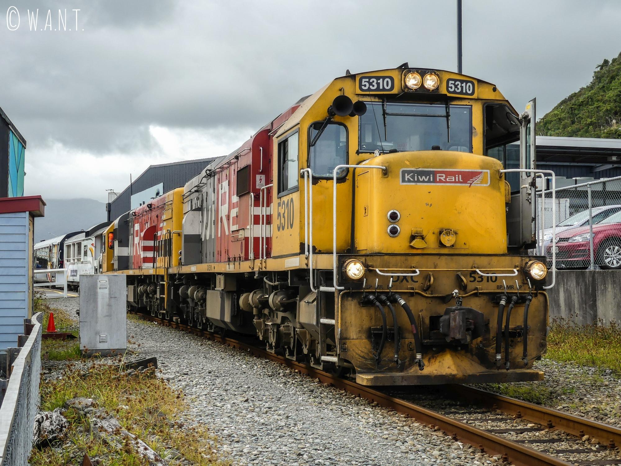 Train kiwi à la gare de Greymouth en Nouvelle-Zélande