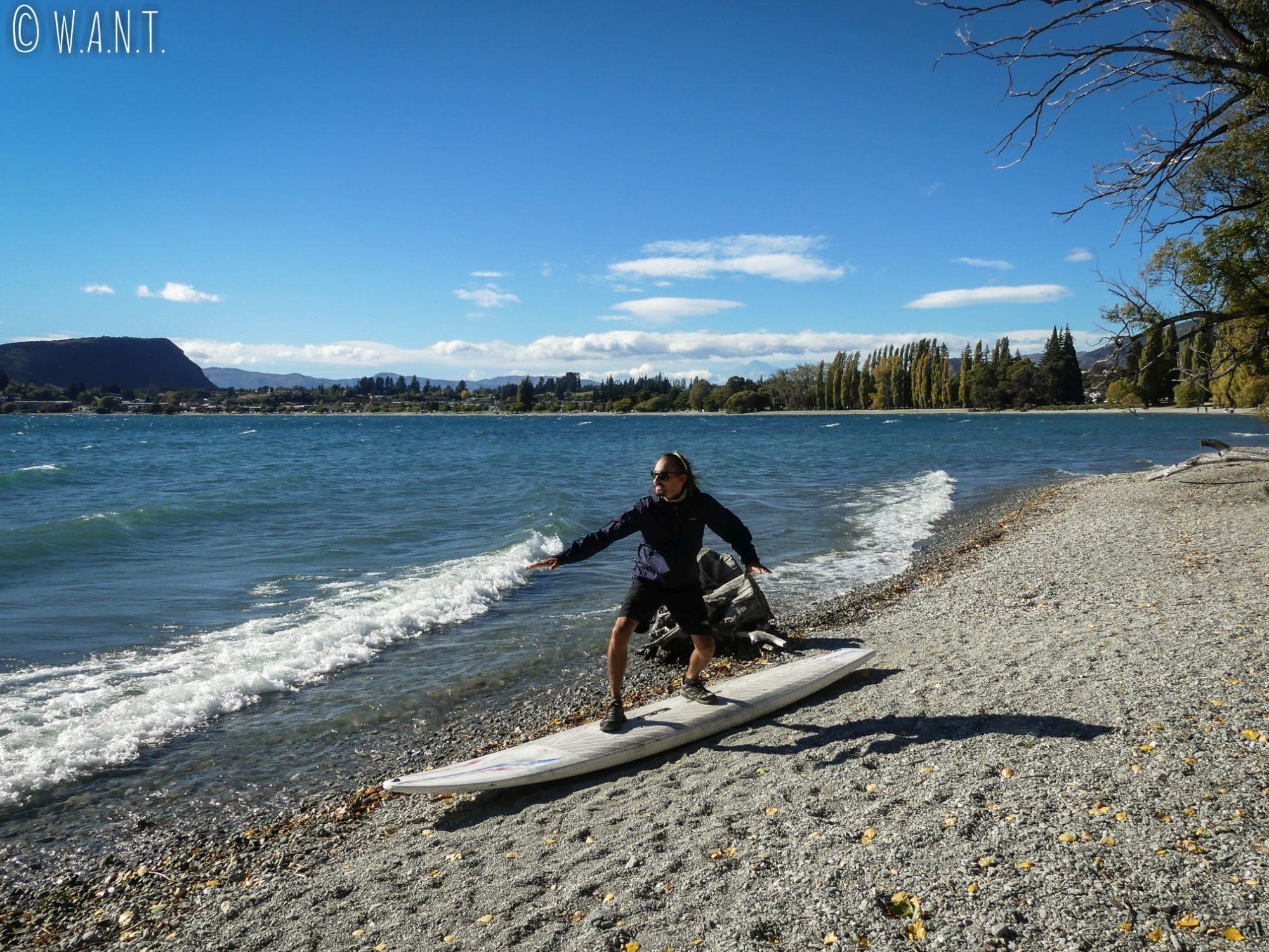 Benjamin se verrait bien surfer sur les eaux du lac Wanaka en Nouvelle-Zélande