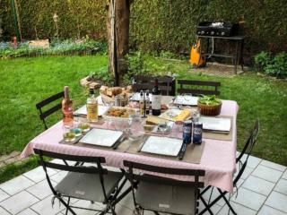 Premier repas en famille et en terrasse après 12 mois de voyage à deux