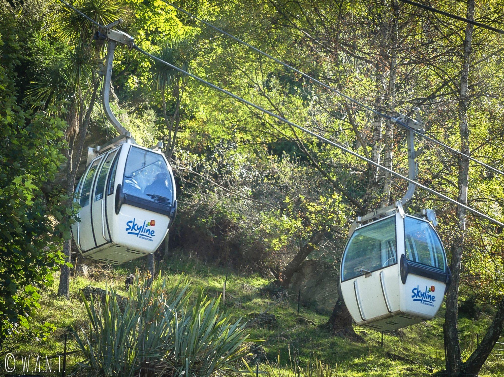 Il est possible de monter en téléphérique jusqu'au point de vue de Queenstown en Nouvelle-Zélande