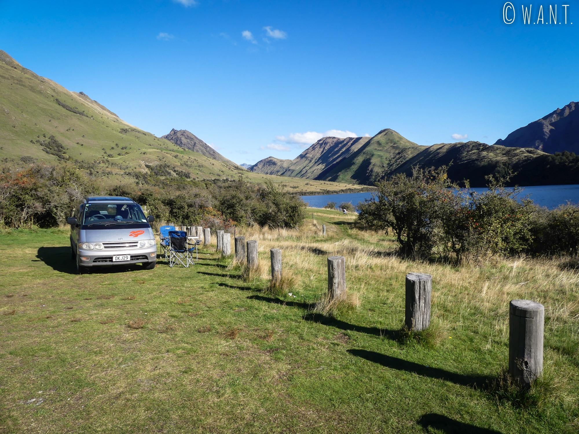 Installation au Moke Lake Campsite pour passer la nuit près de Queenstown en Nouvelle-Zélande