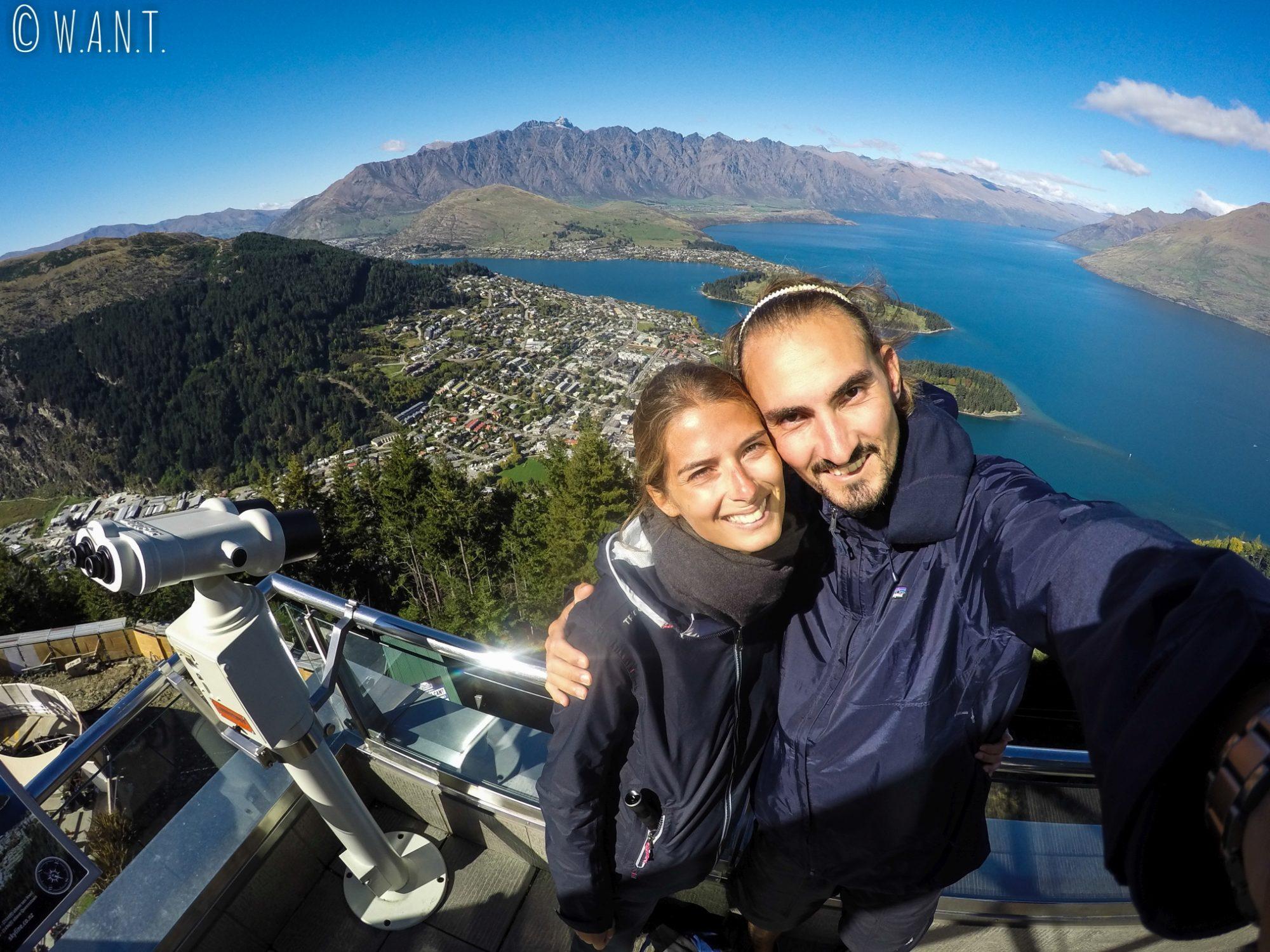 Selfie après notre ascension jusqu'au point de vue de Queenstown en Nouvelle-Zélande