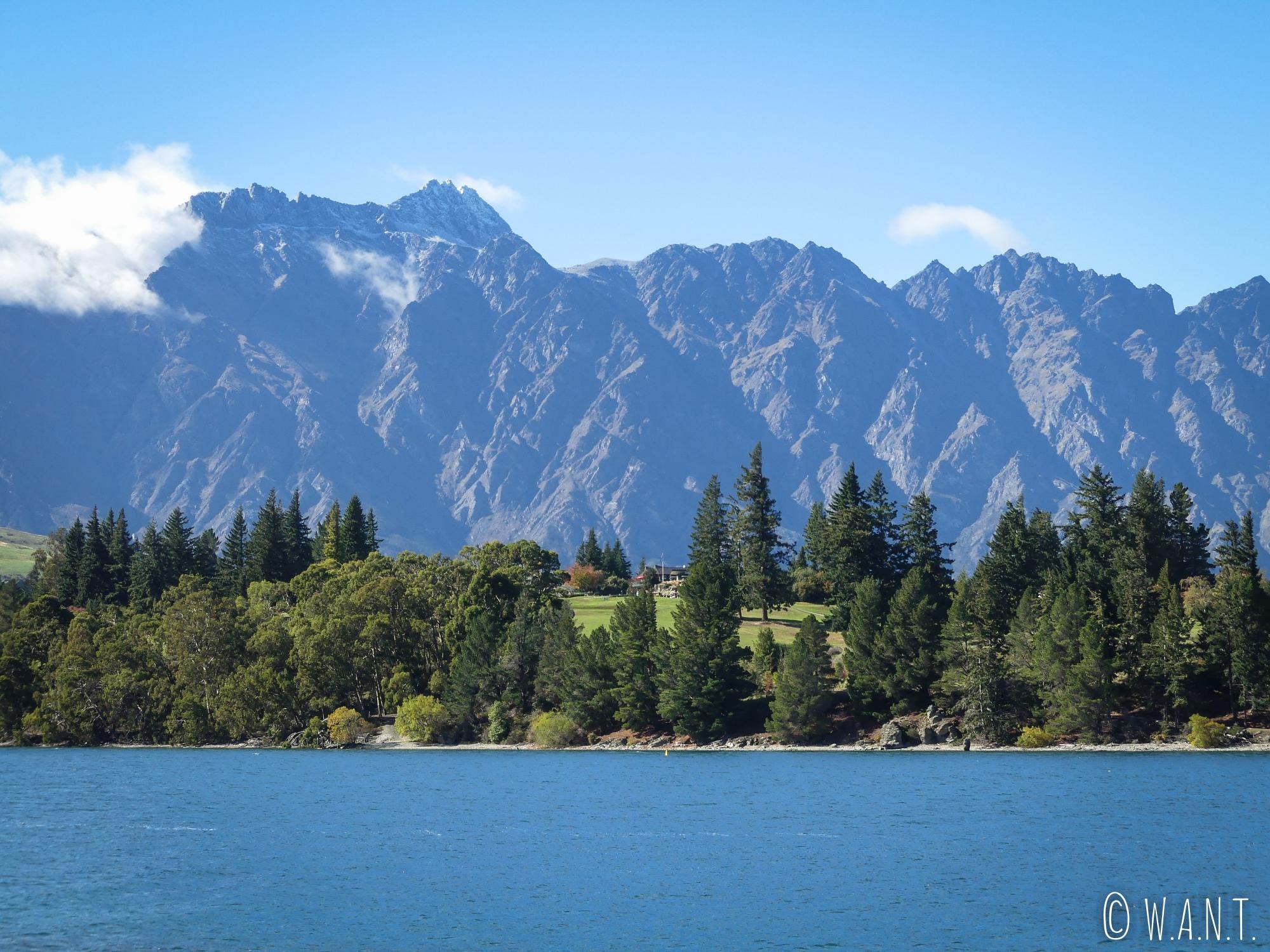 Vue depuis le Queenstown Gardens sur la chaîne des Remarkables en Nouvelle-Zélande