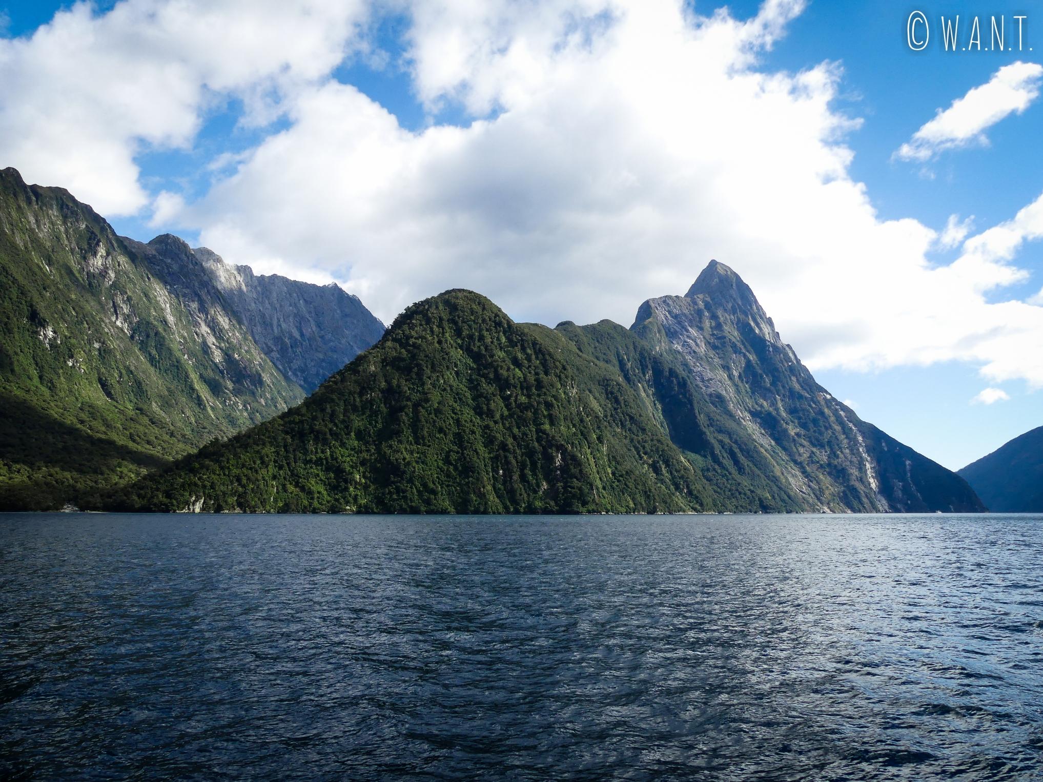 Nous sommes charmés par le paysage du Milford Sound en Nouvelle-Zélande