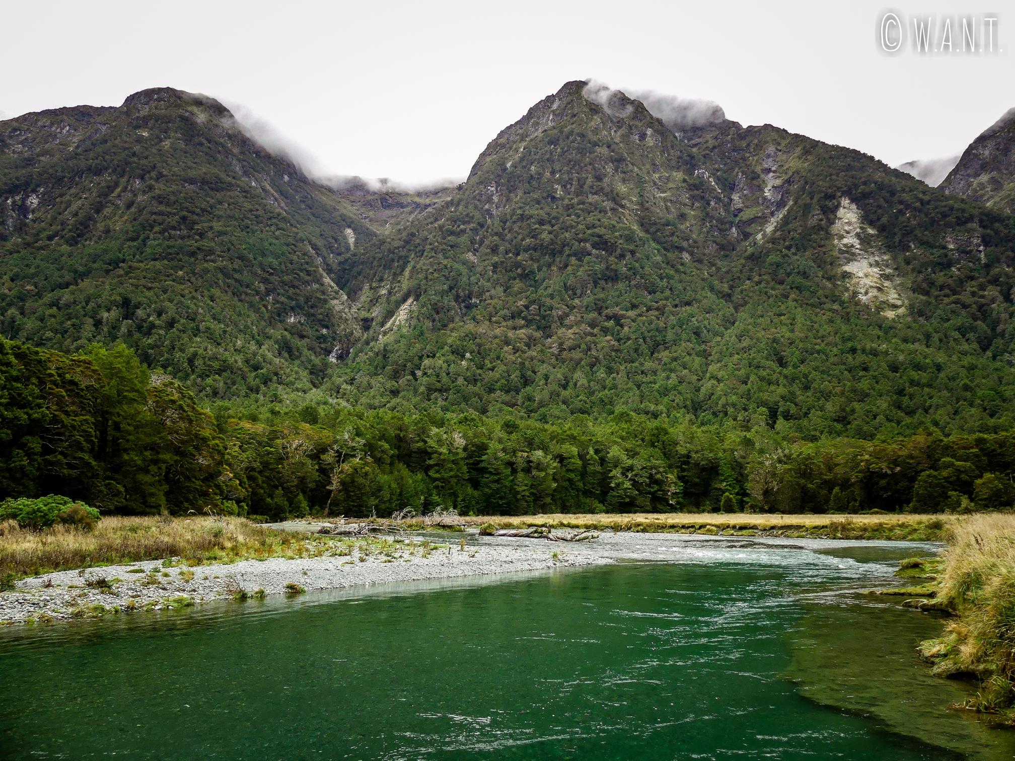 Paysage du Deer Flat Camping dans le Fiordland National Park de Nouvelle-Zélande