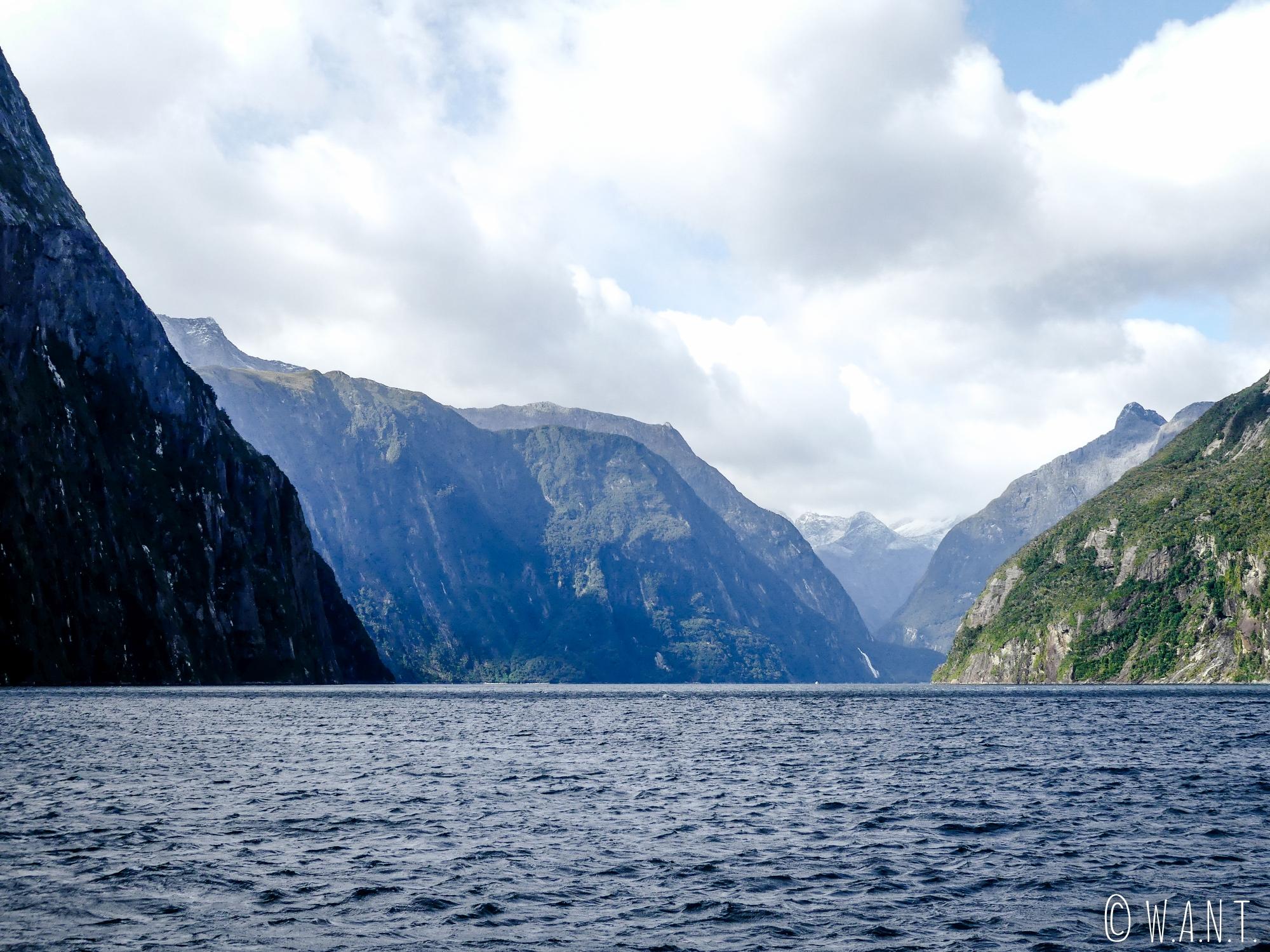Paysage magnifique du Milford Sound en Nouvelle-Zélande