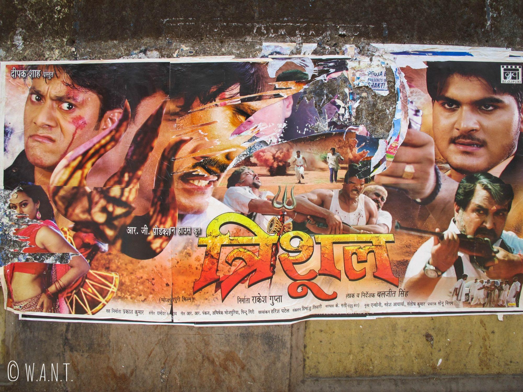 Affiche typique d'un film de Bollywood dans les rues de Mumbai