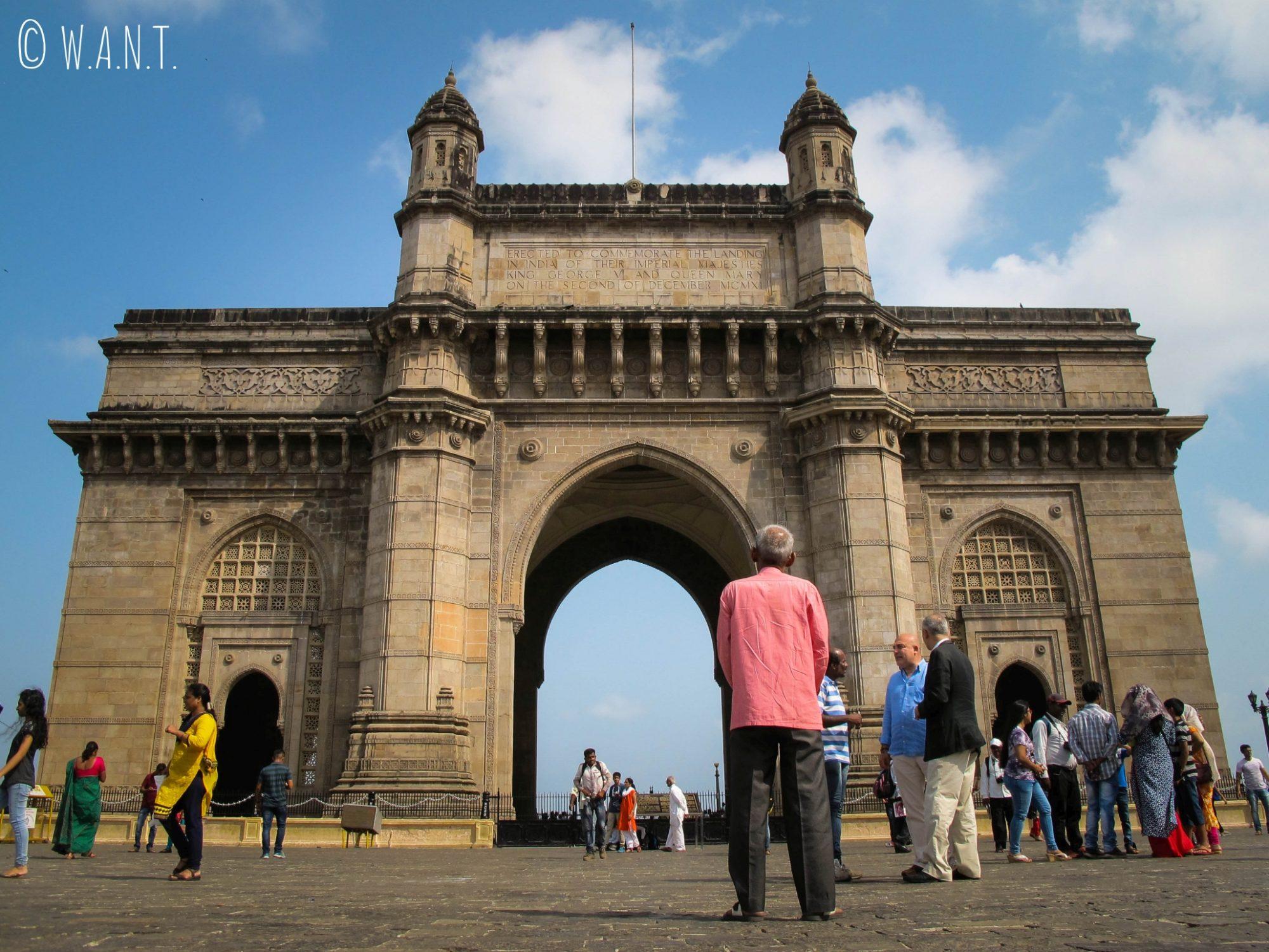 Gateway of India, la Porte de l'Inde prend la forme d'une gigantesque arche face à la mer arabique