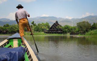 Technique de pagaie typique du Lac Inle