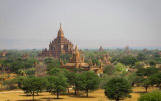 Vue sur le temple Sulamani Guphaya depuis le sommet de Pya Tha Da