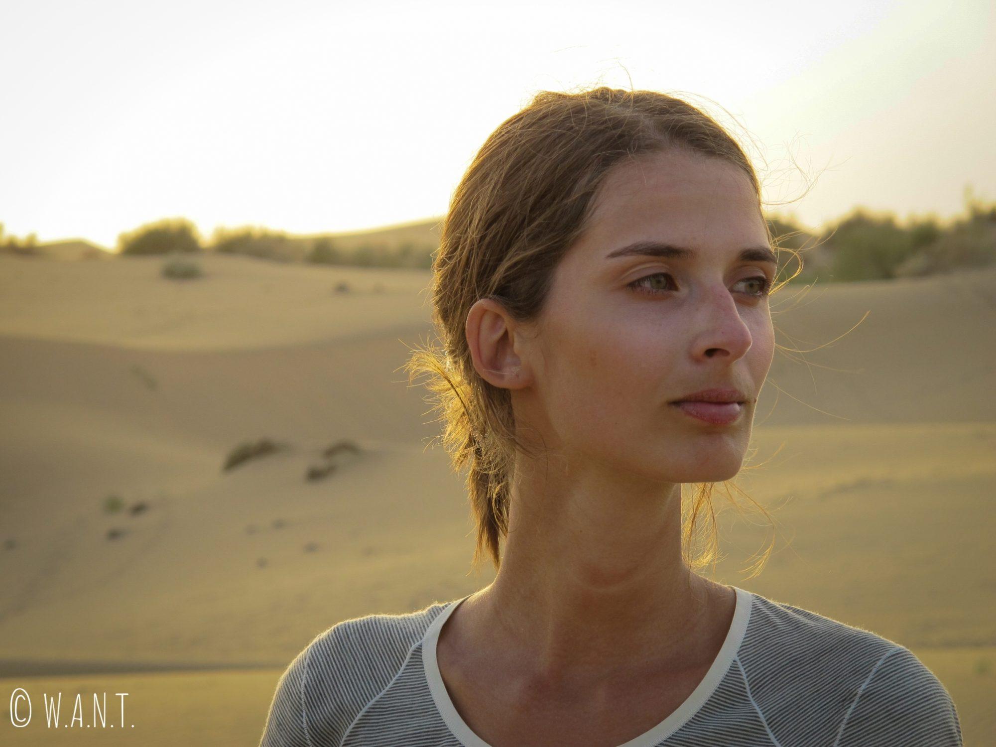 Marion devant les dunes du désert du Thar