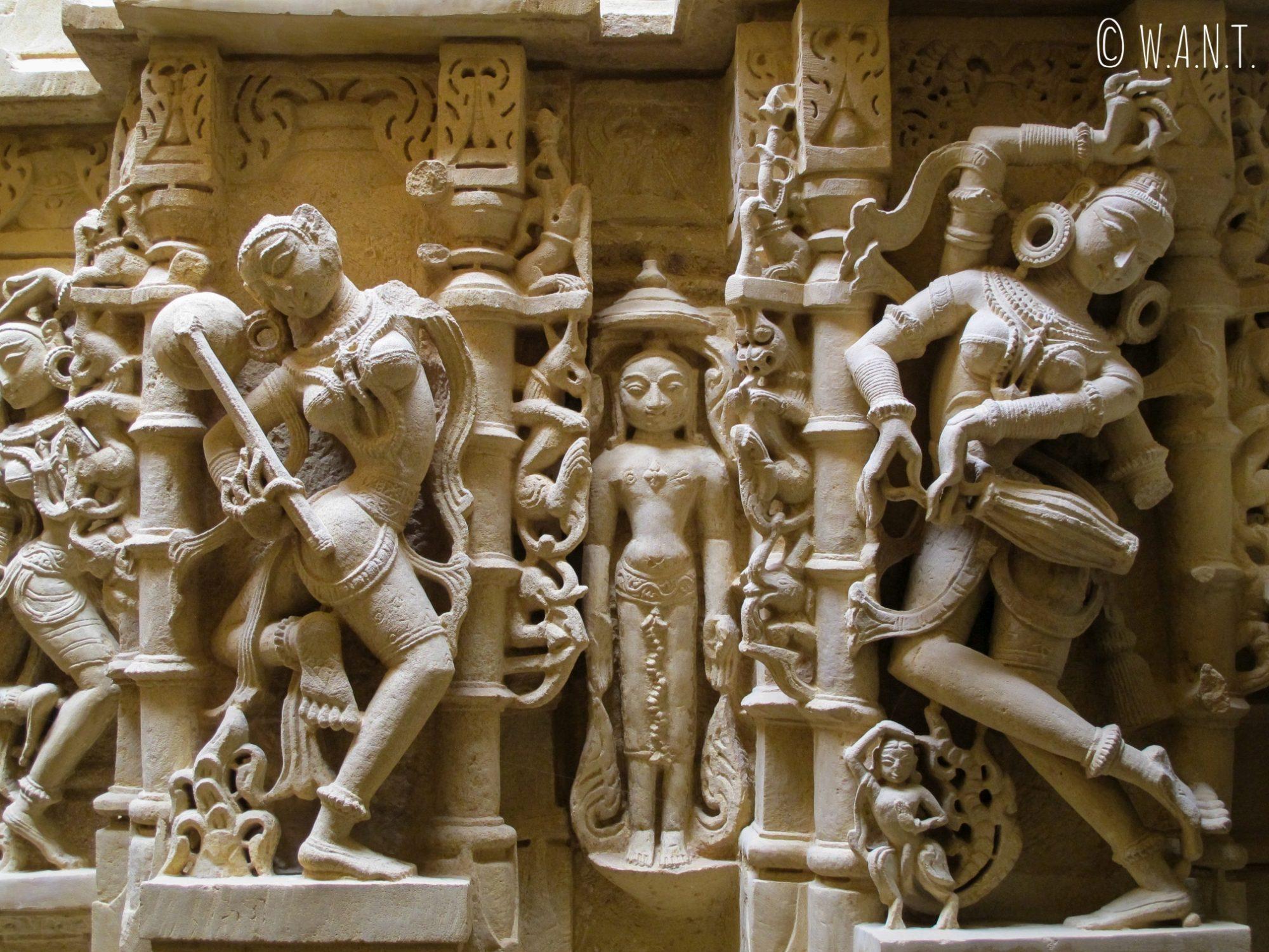 Mur sculpté à l'éffigie de Shiva dans un temple Jain du fort de Jaisalmer