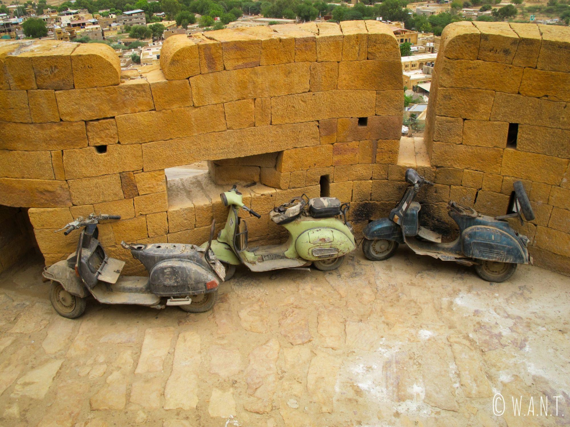 Seuls les scooters et motos peuvent circuler dans les rues du fort de Jaisalmer