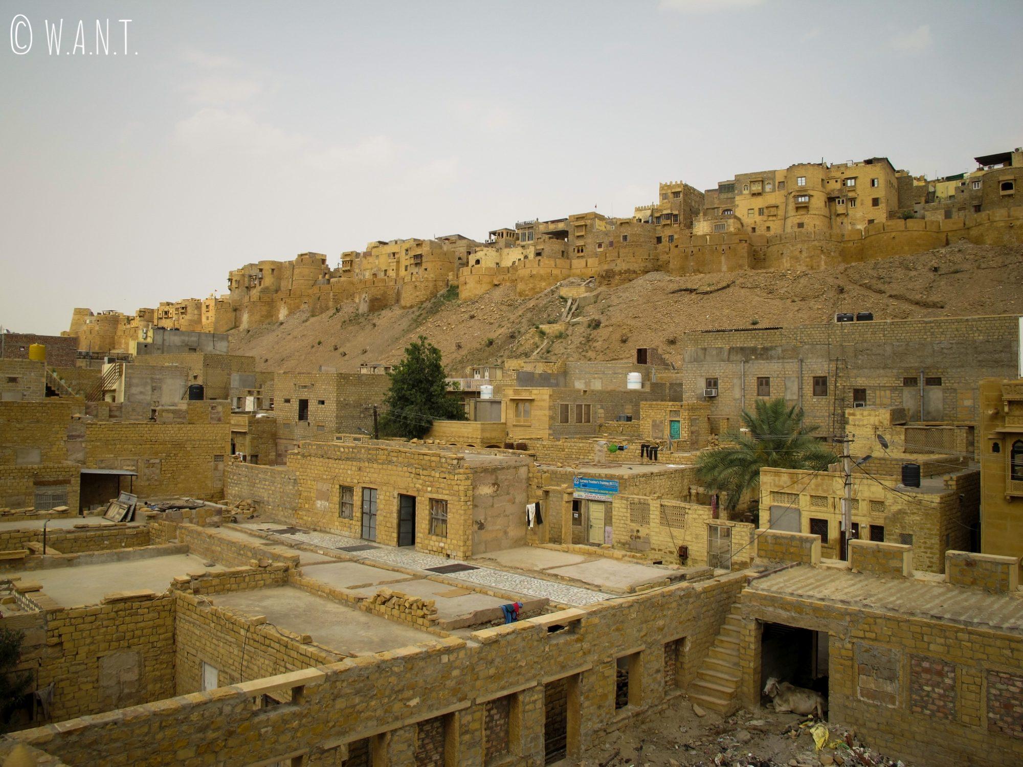 Vue du fort depuis la terrasse du Shahi Palace, à Jaisalmer