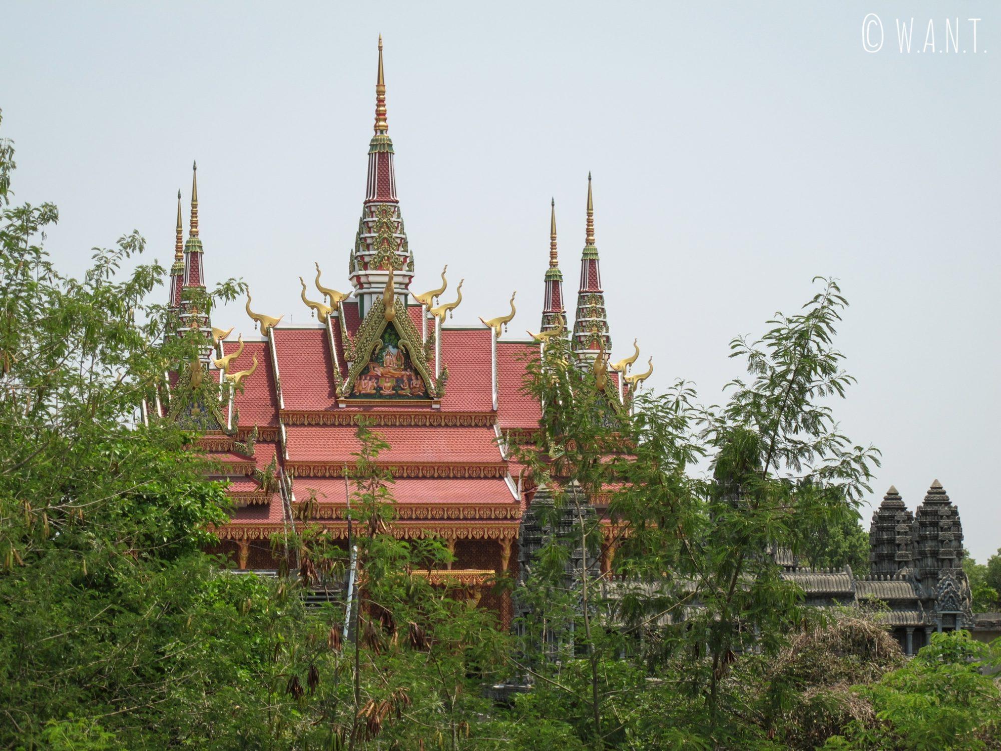 Aperçu du monastère du Cambodge depuis la pagode du Myanmar à Lumbini