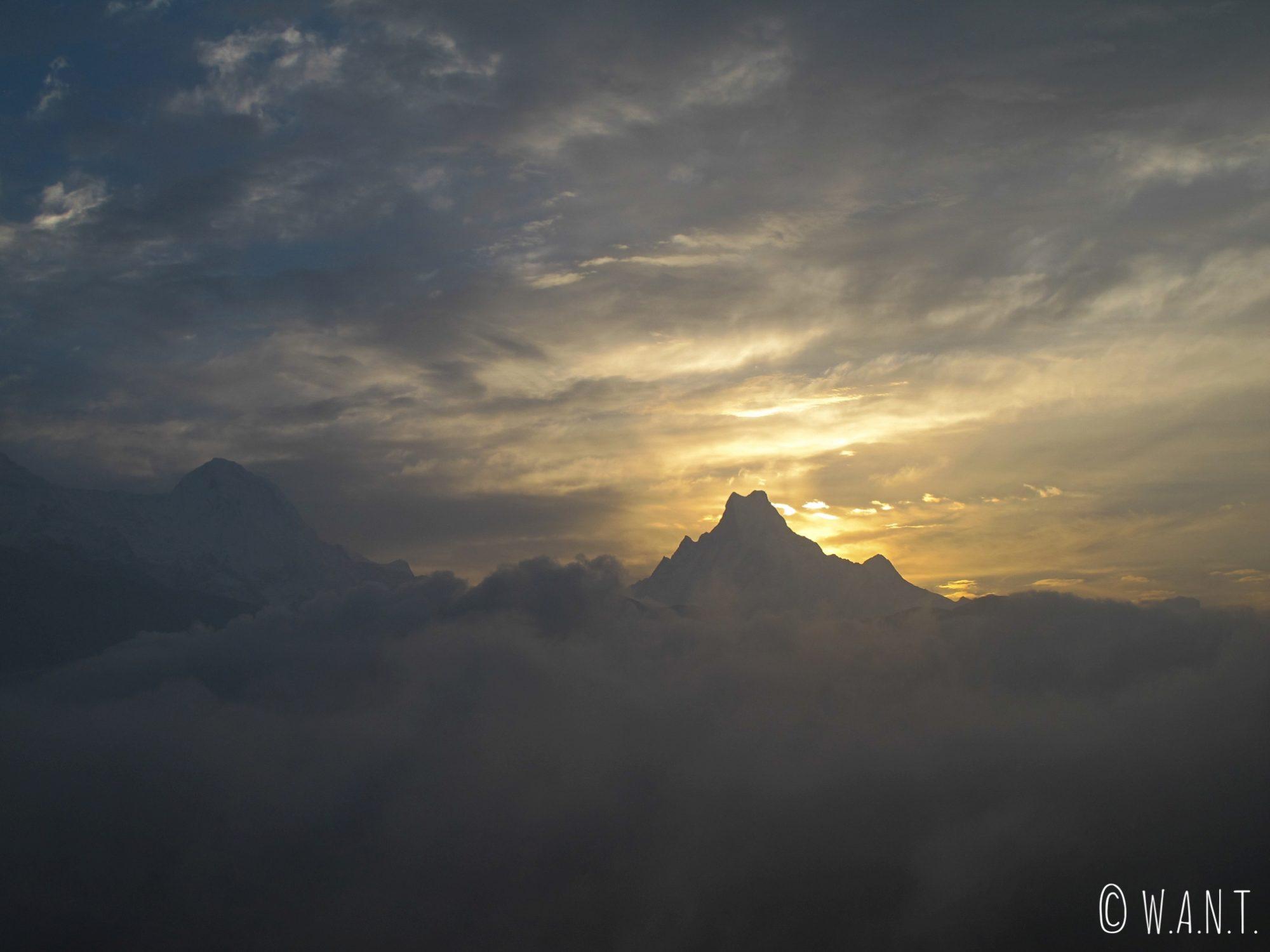 Depuis Poon Hill, nous avons la chance de voir le lever de soleil sur le Machhapuchhre