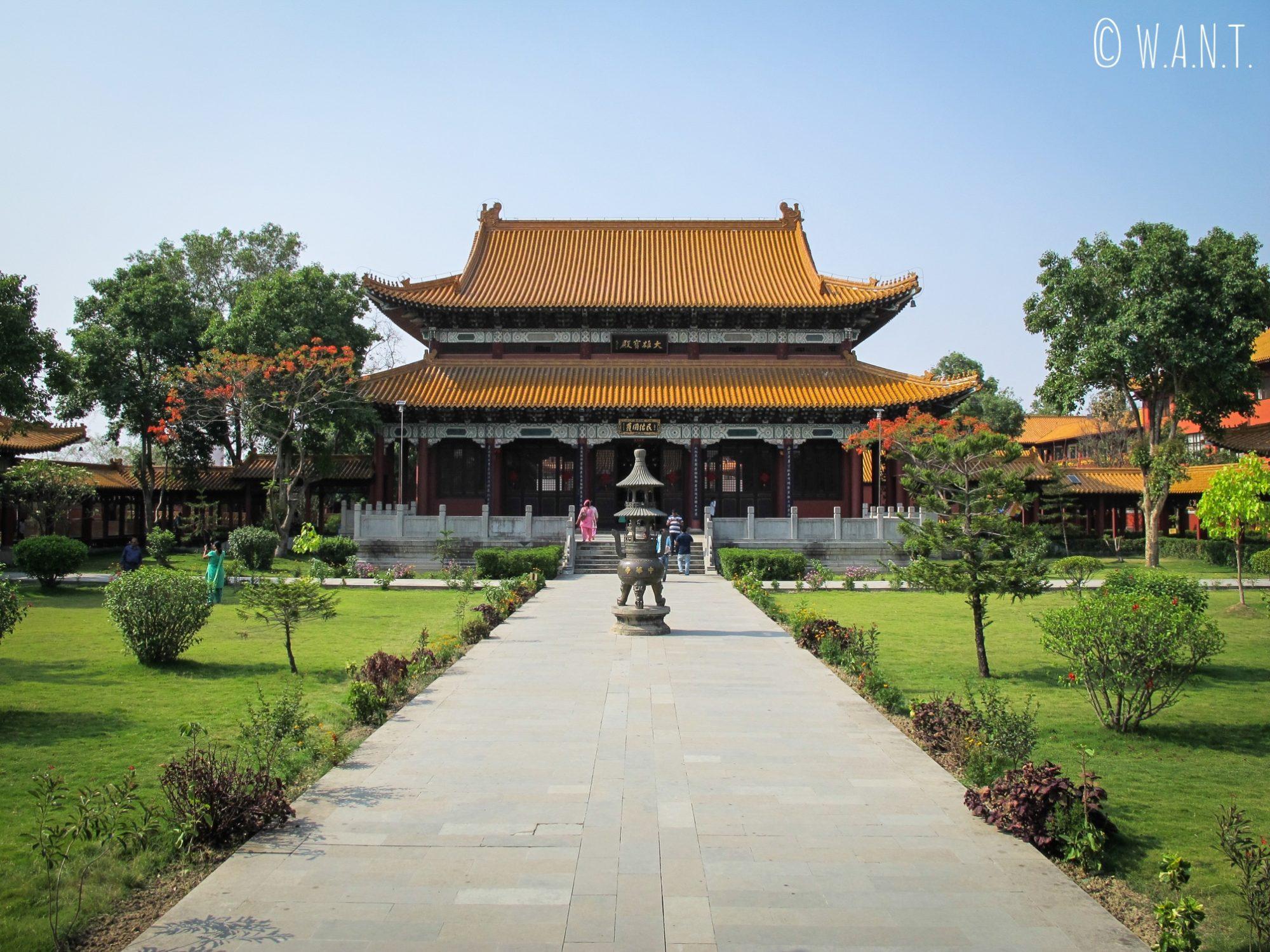 Entrée du monastère de la Chine dans les jardins de Lumbini