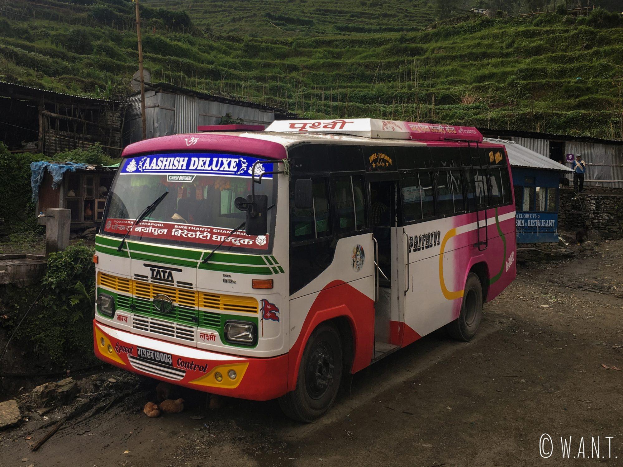 Nous ne sommes pas mécontents de prendre ce bus nous ramenant de Kimche à Pokhara
