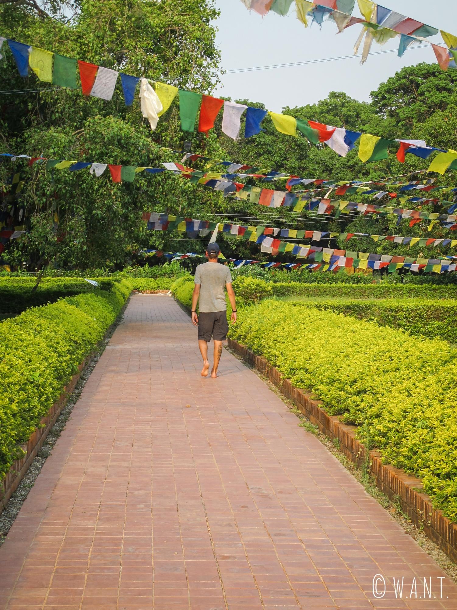 Nous prenons le temps de nous imprégner de l'atmosphère du temple Maya Devi à Lumbini