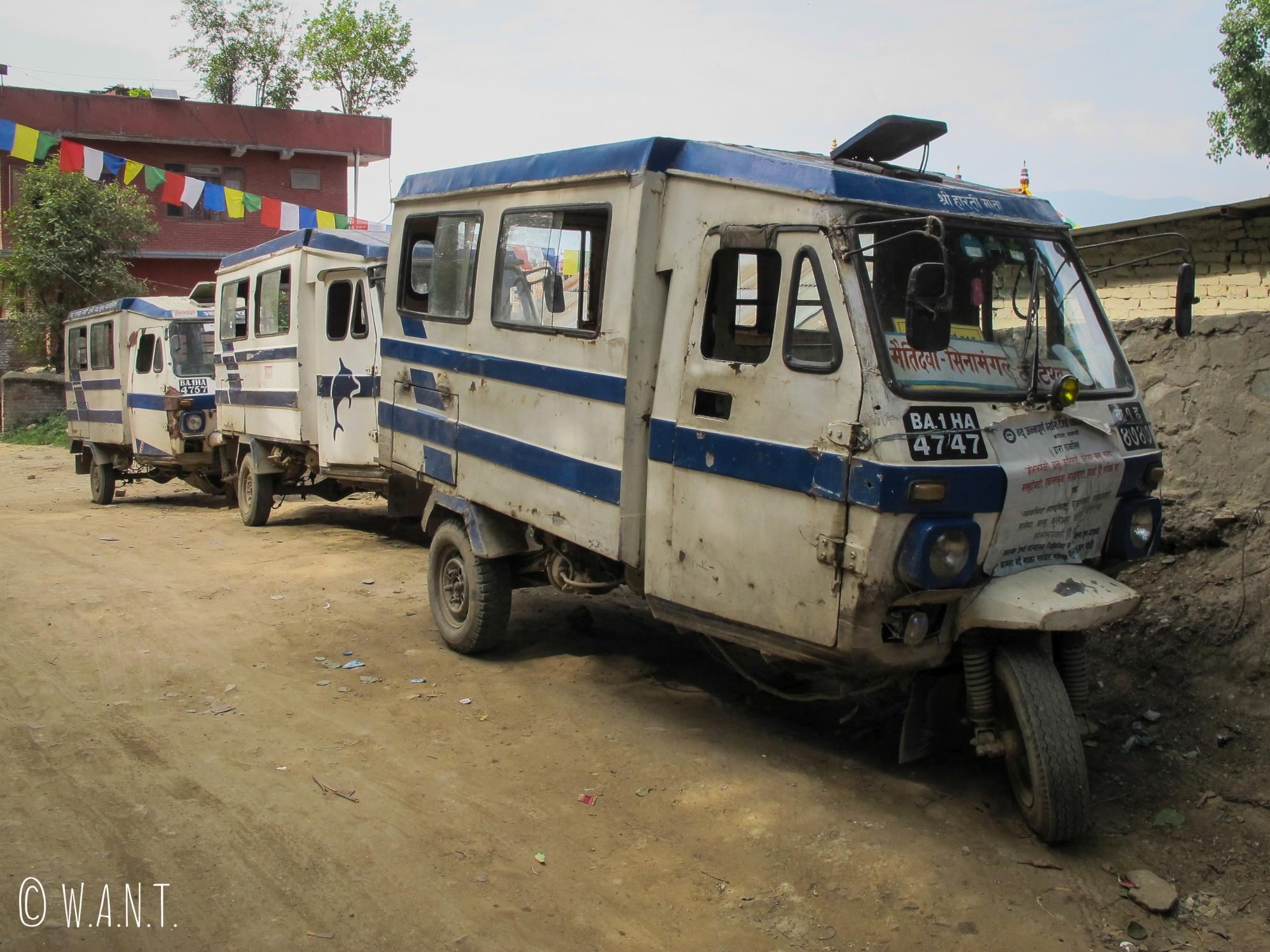 Taxi triporteur dans les rues de Katmandou
