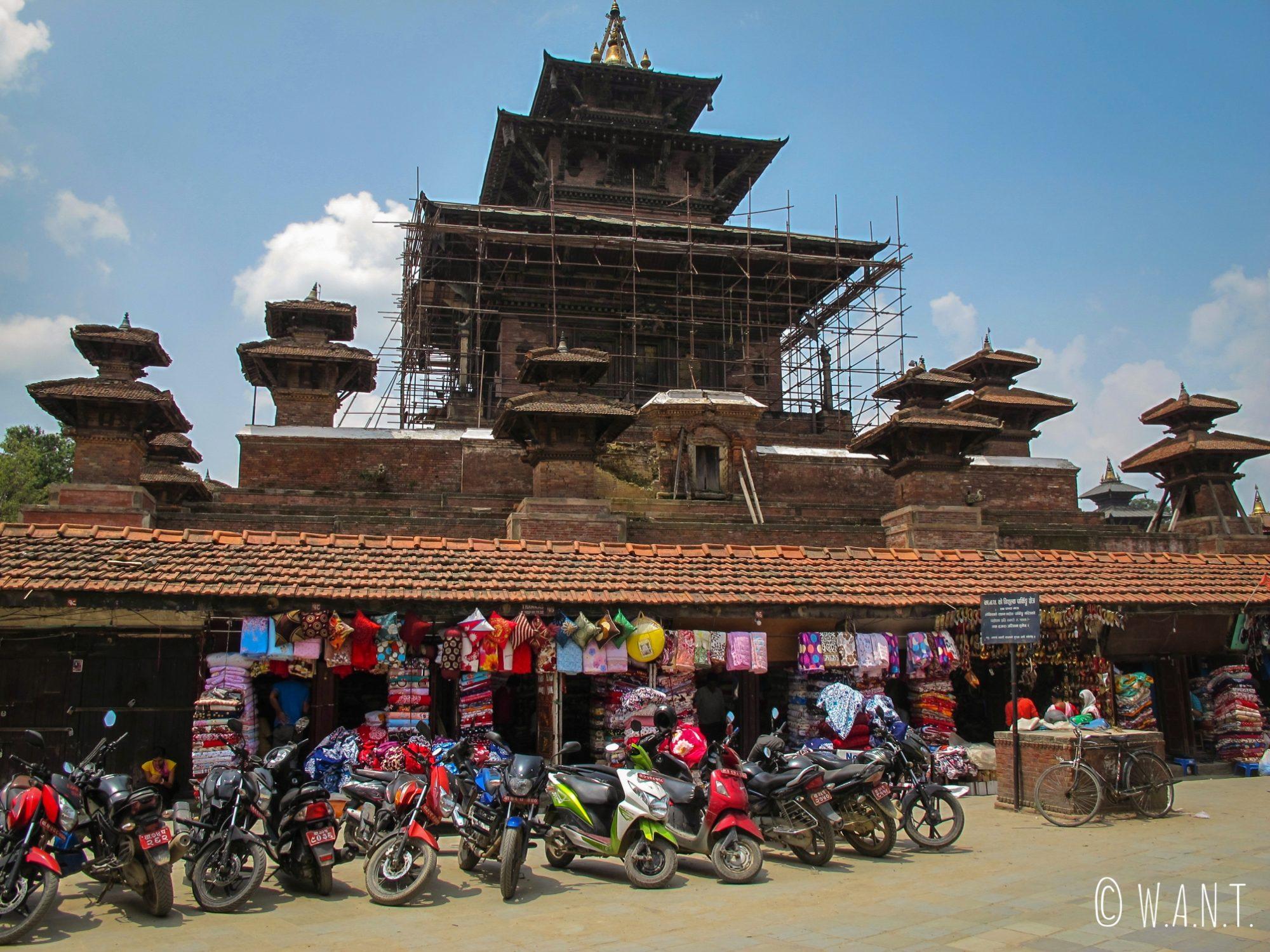 Temple en rénovation sur Durbar Square à Katmandou