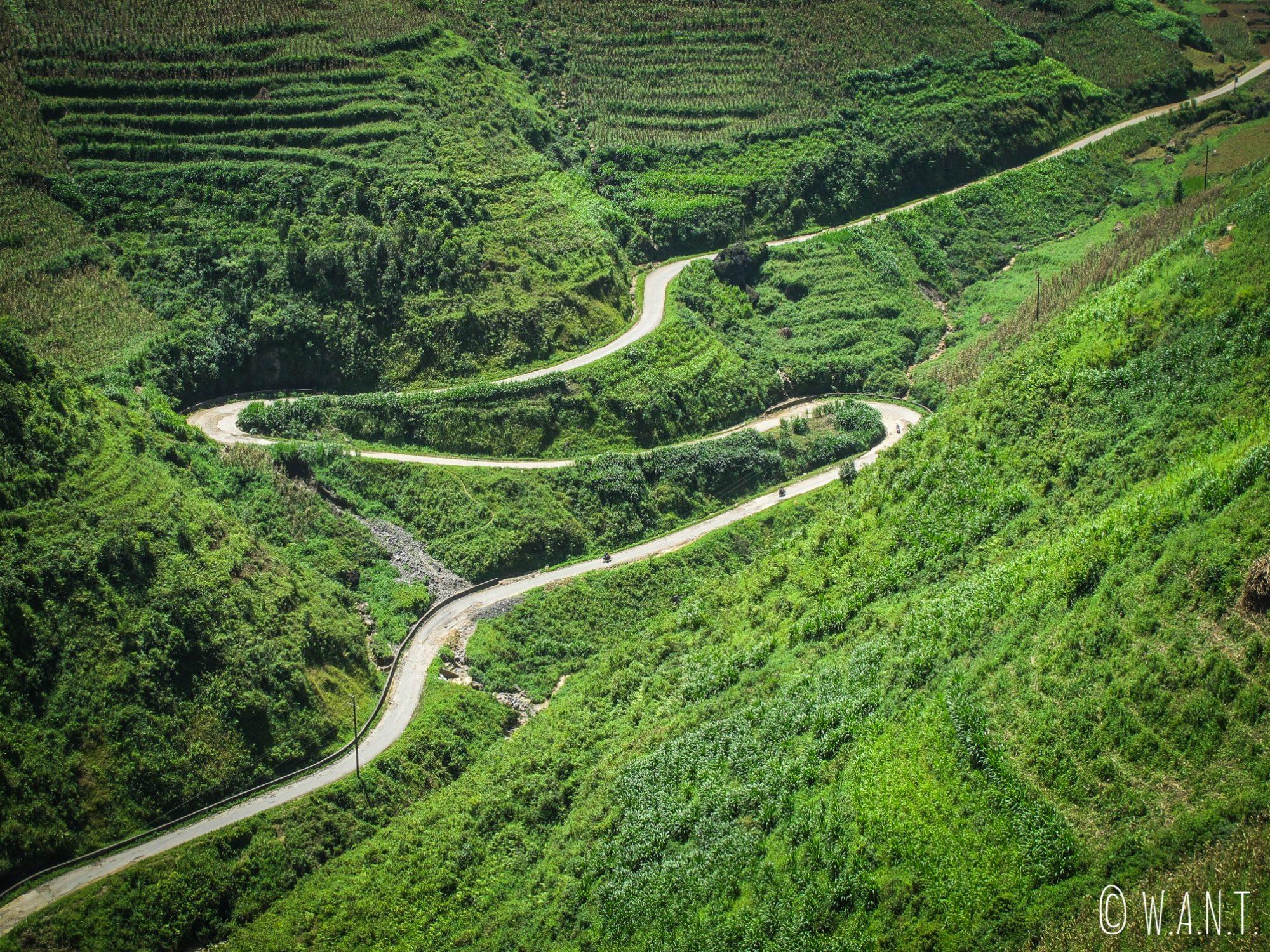 Célèbre virage sur la route du Ma Pi Leng Pass