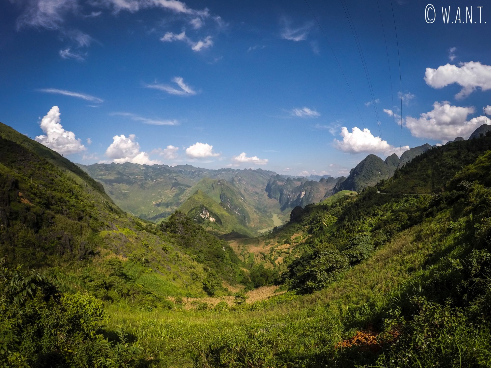 Premier point de vue sur le Ma Pi Leng Pass en venant de Dong Van
