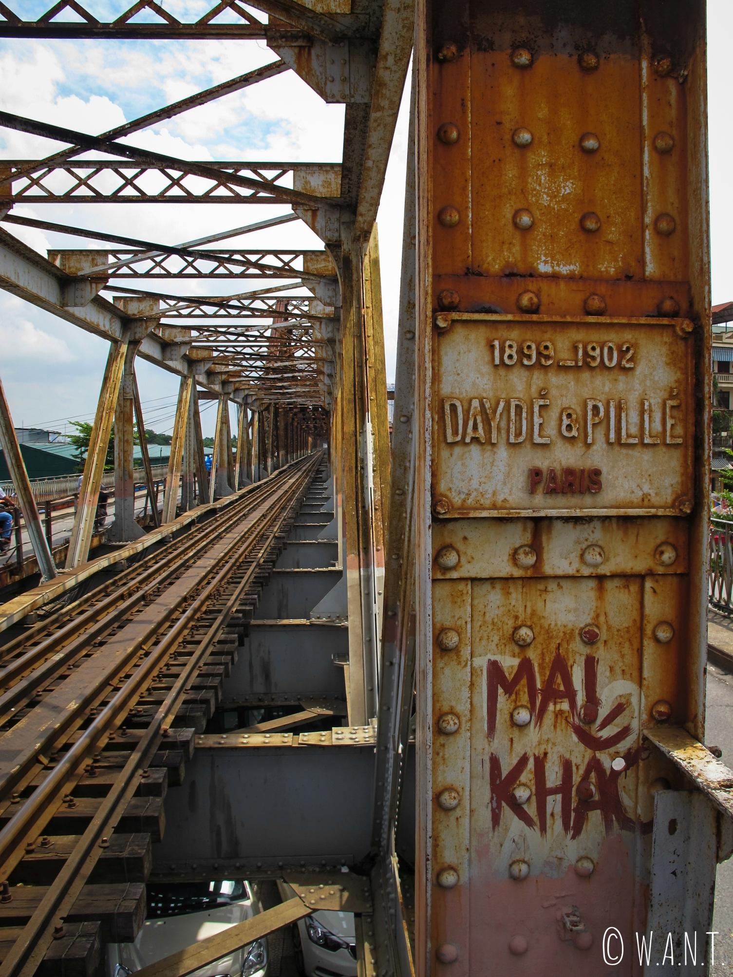 Gros plan sur l'architecture métallique du pont de Long Biên à Hanoï