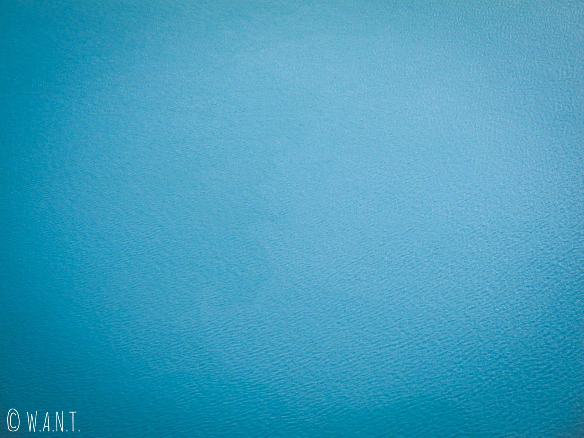 Gros plan sur le lac acide [0,2 de PH] du Kawah Ijen