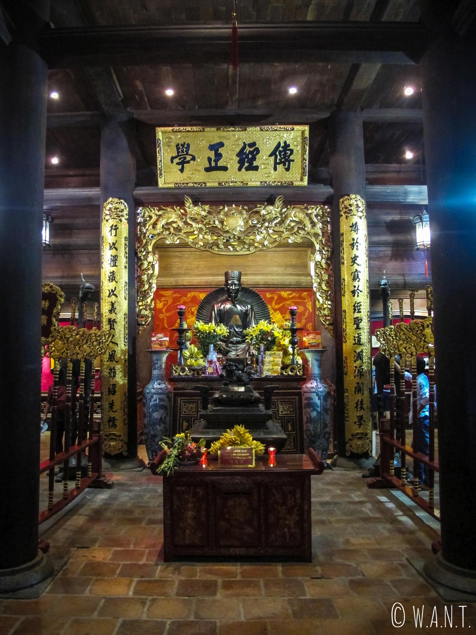 Intérieur du Temple de la Littérature à Hanoï