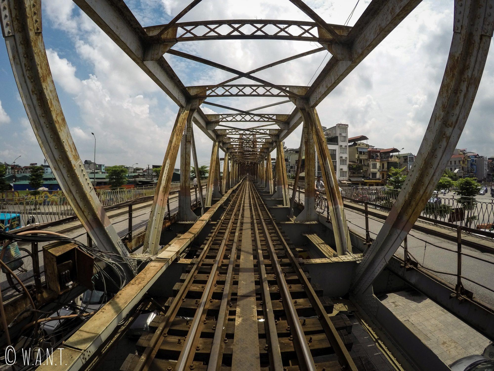 Le pont de Long Biên à Hanoï est long de 1680 mètres
