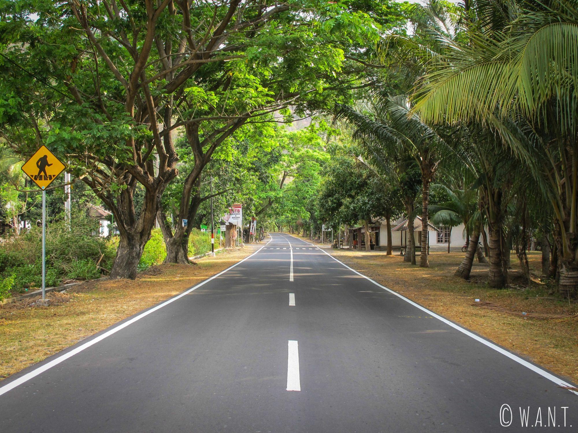Route menant à la plage de Pandanan à Lombok