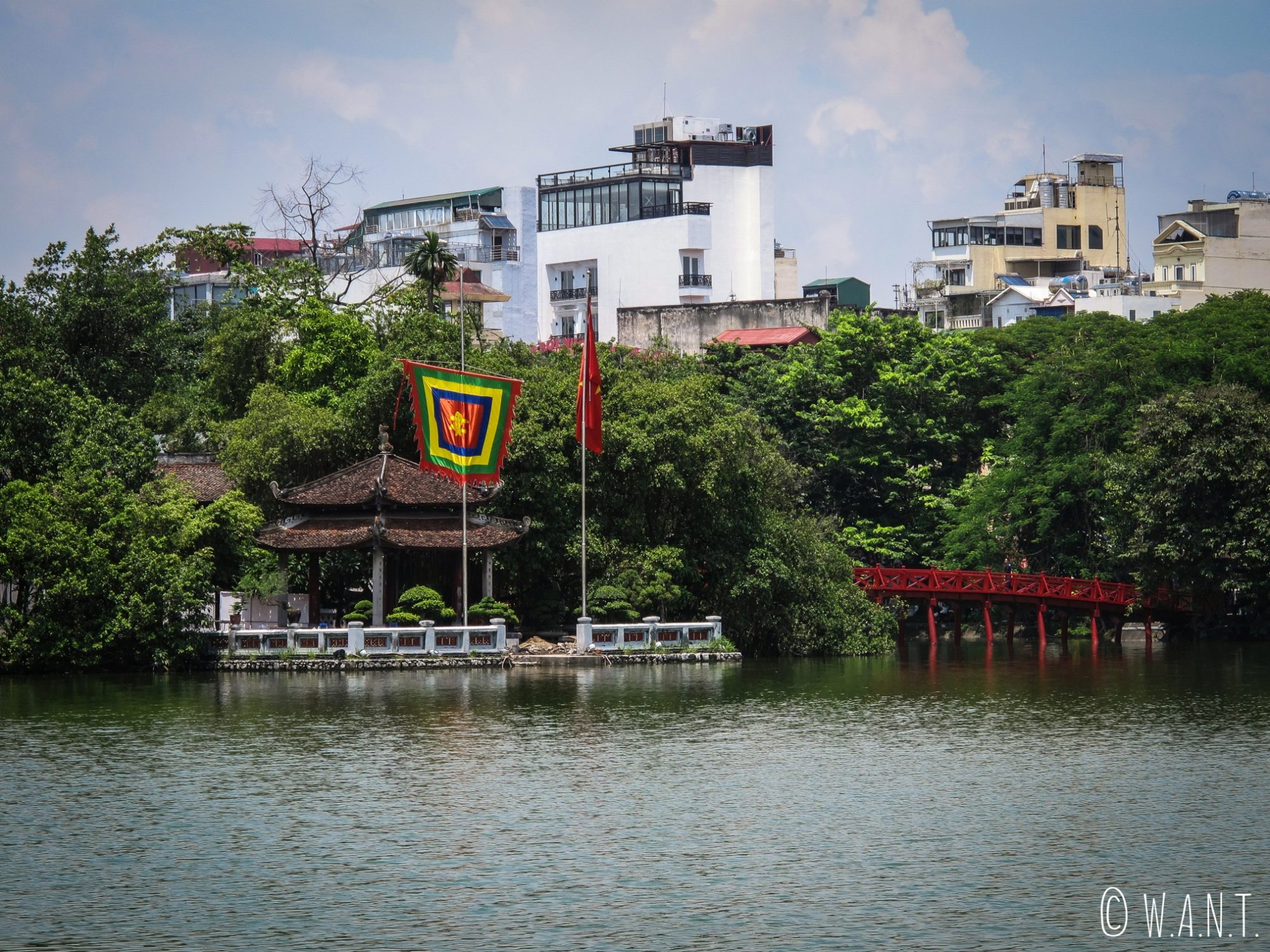 Temple Ngoc Son sur le lac de Hoan Kiem à Hanoï